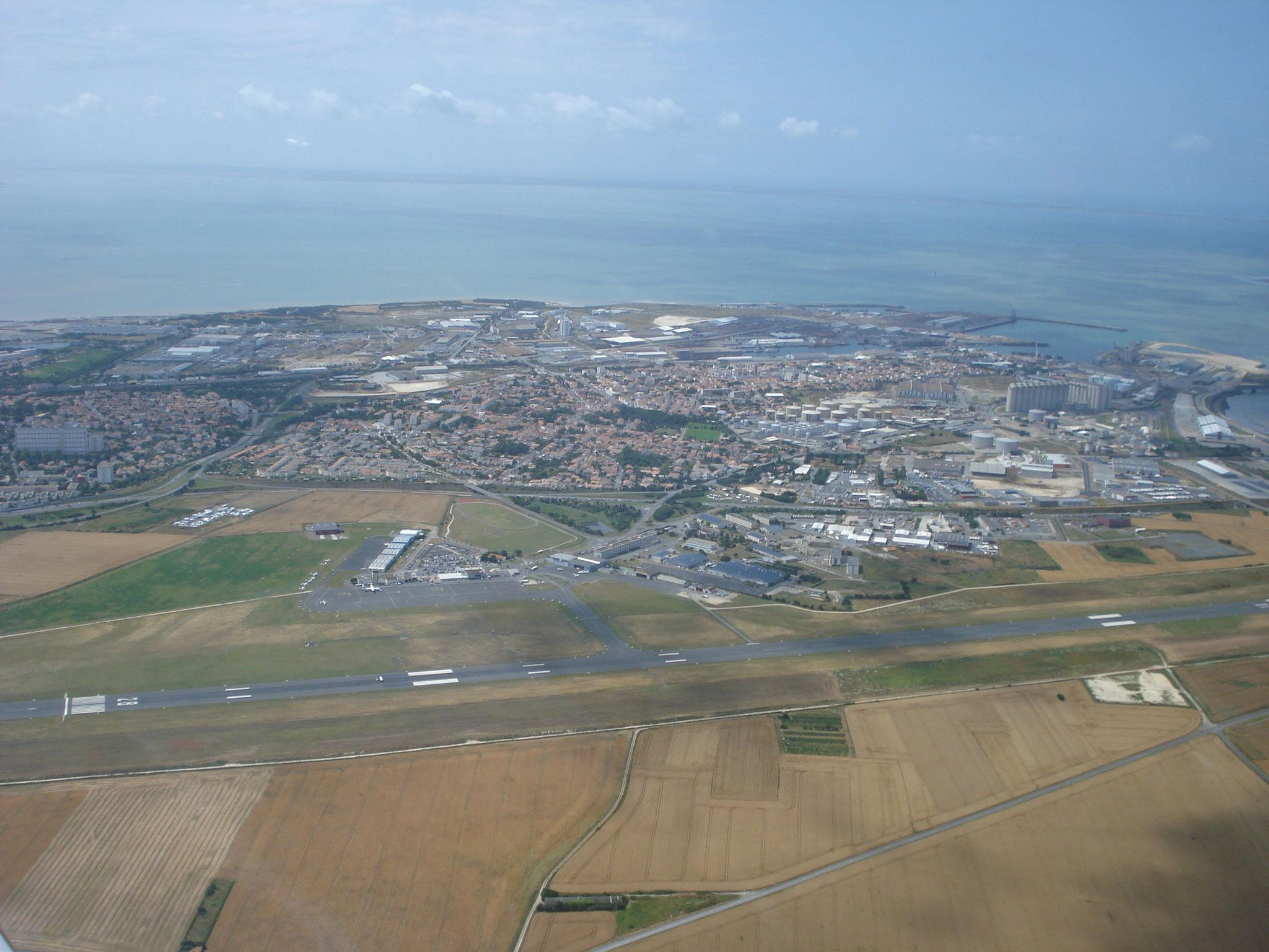 Survol du terrain de La Rochelle (LFBH)