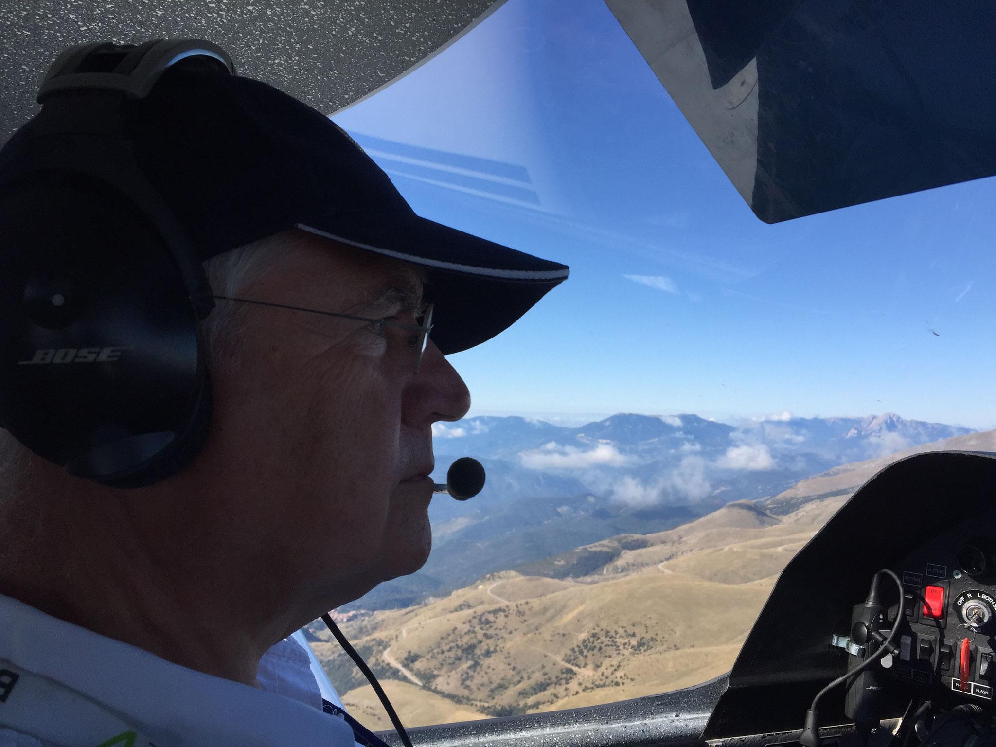 Un pilote concentré dans les Pyrénées