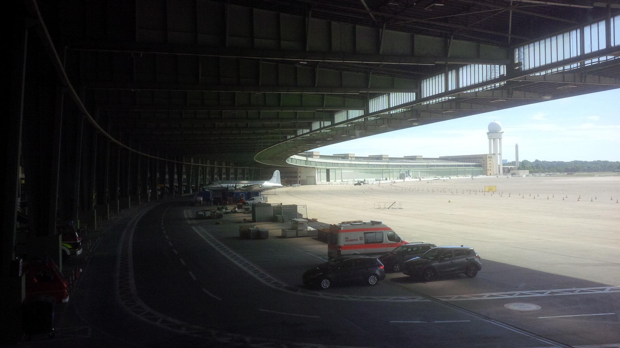 Le hangar des arrivées à Tempelhof