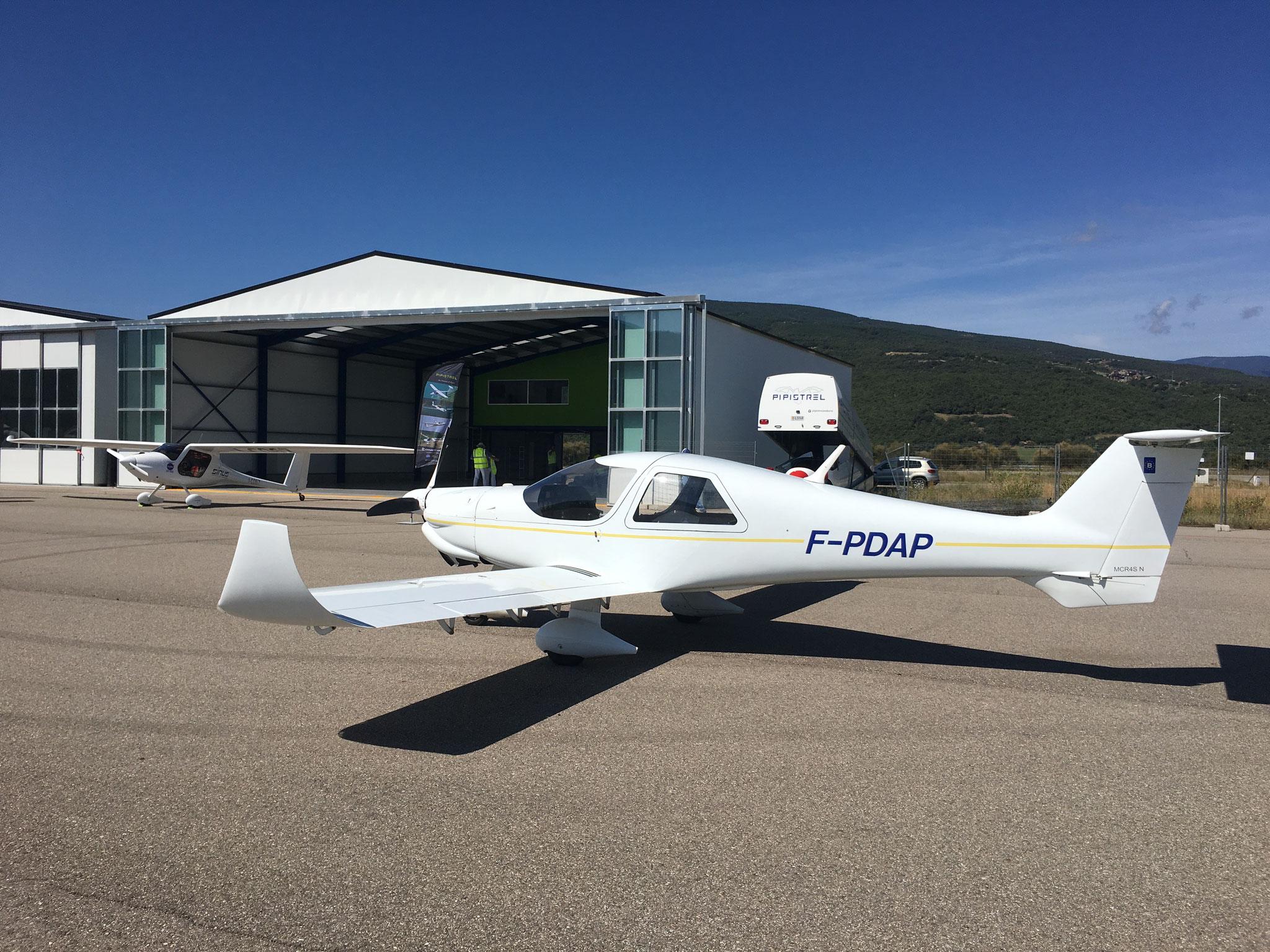 Au parking devant le hangar de Beate et Michael