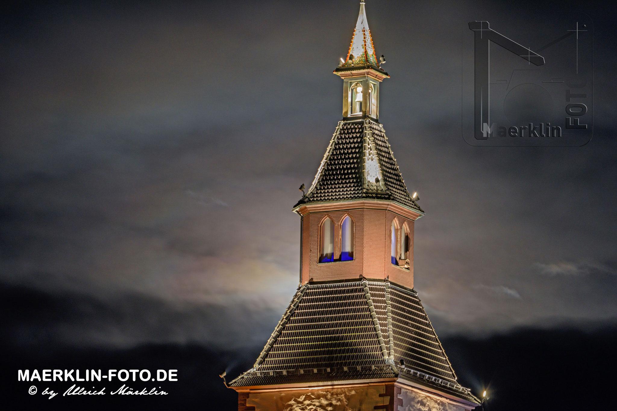 """Alter Kirchturm in Nagold, """"Zu unserer lieben Frau"""", aufgehender Mond"""