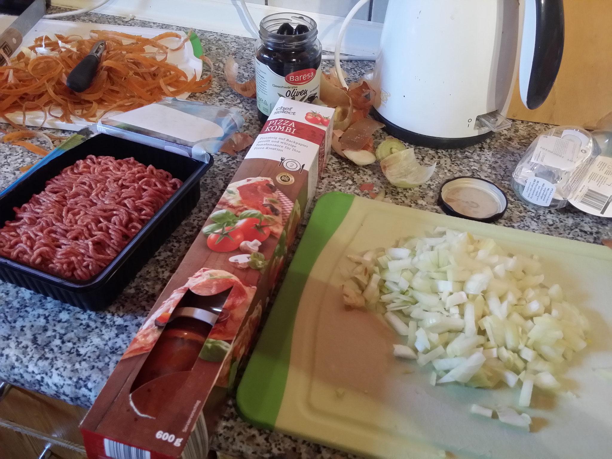 2.- Preparar un pino (Cebolla, Carne (2,90€), comino, sal, pimienta)