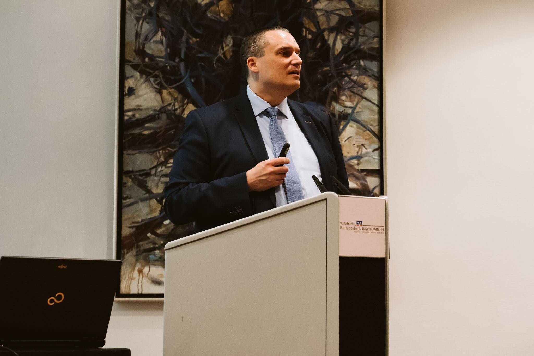 Christian Volkmer gibt einen veranschaulichen Einblick in das neue Gesetz und erklärt mögliche Auswirkungen für den Mittelstand