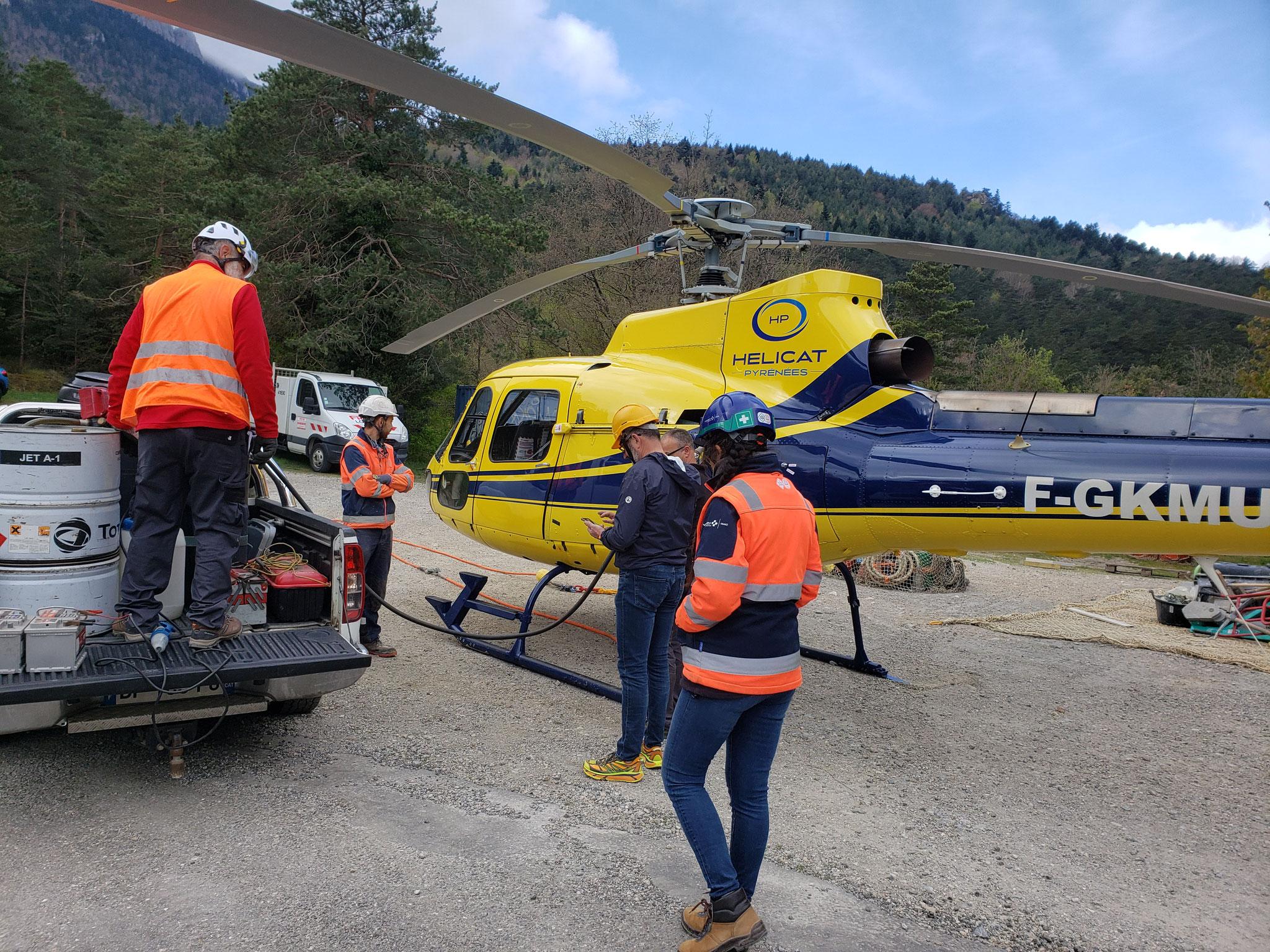 Jeudi 22 avril - Ravitaillement de l'hélicoptère pour poursuivre les opérations