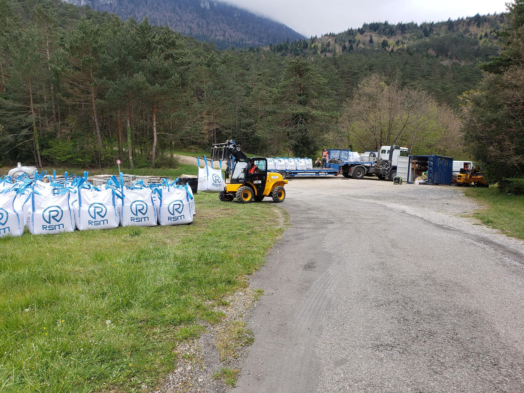 Mercredi 21 avril - préparation du matériel en vu de l'héliportage