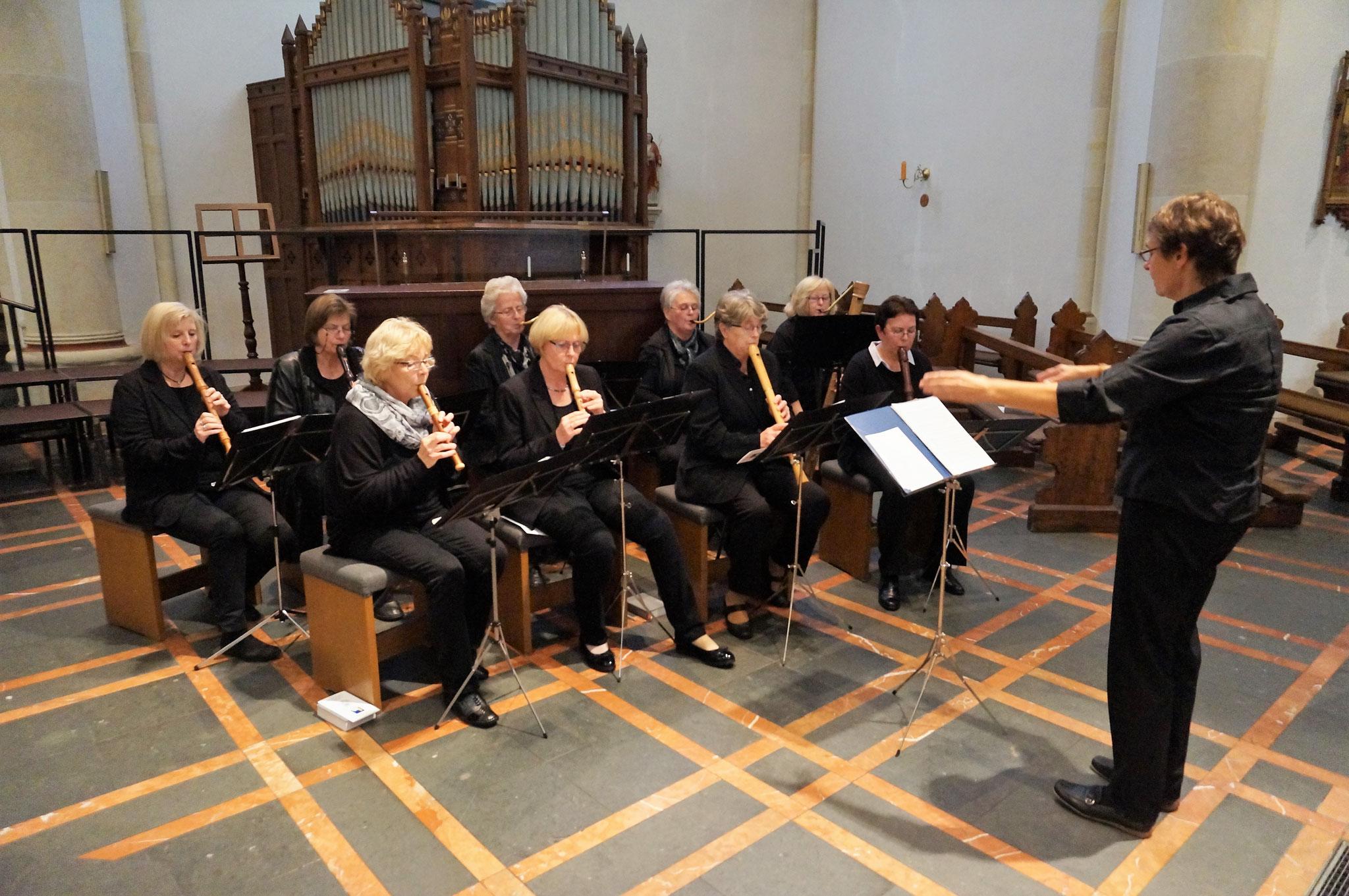 Musikalische Gestaltung - Flötenkreis - Leitung: Kirchenmusikerin Susanne Hermann