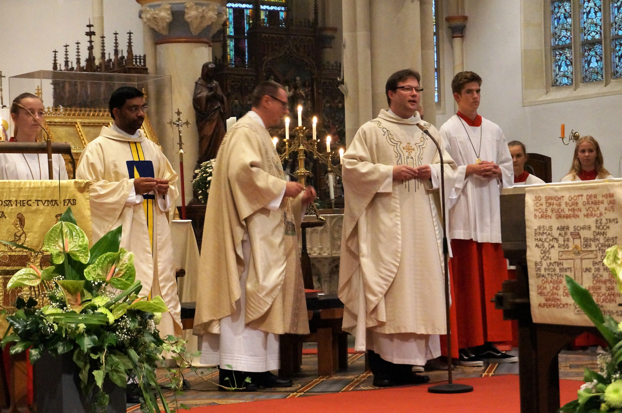 Zelebrant und Prediger Pater Dominik Kitta