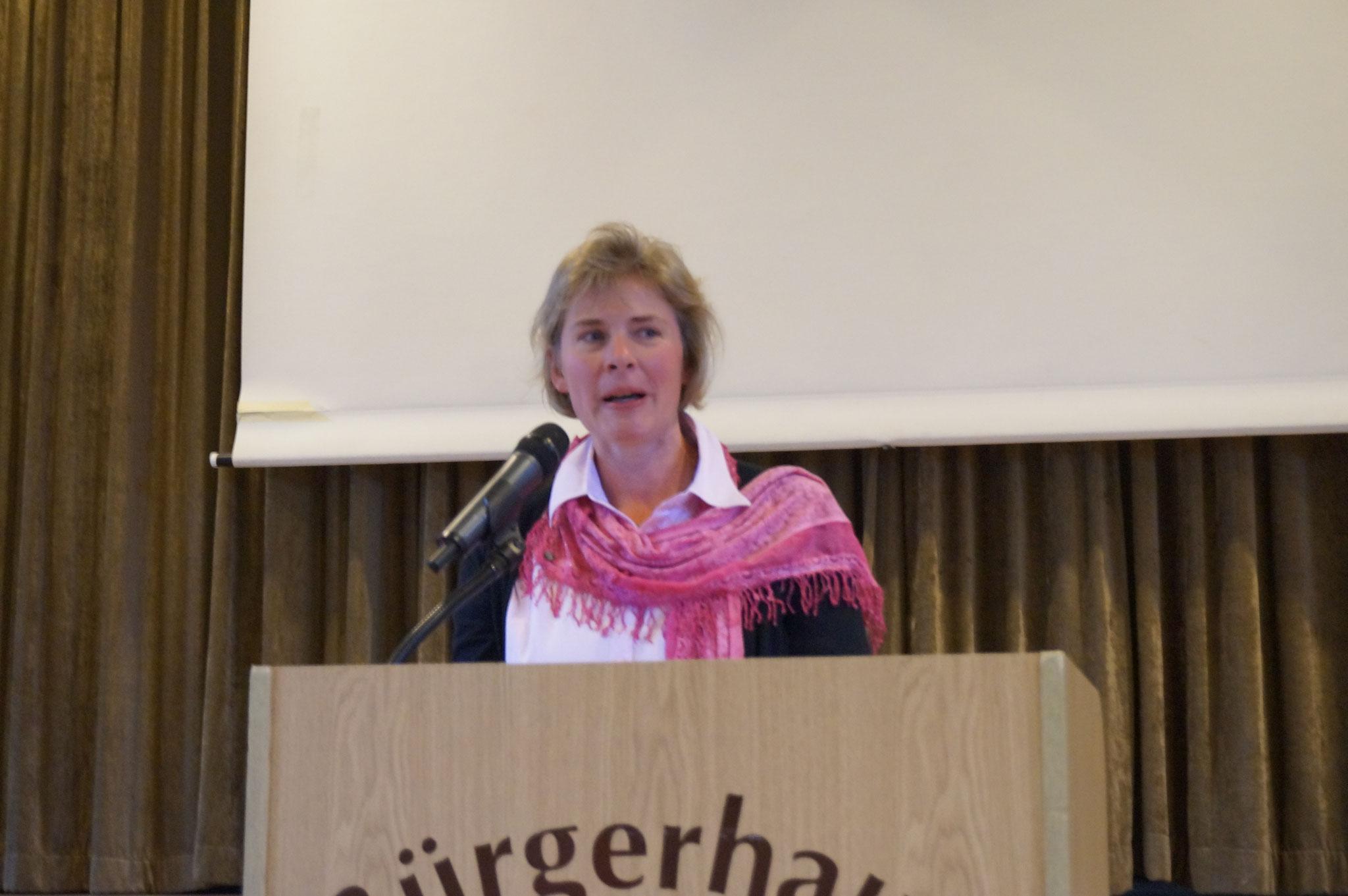 Begrüßung durch die Sprecherin der kfd St. Ida - Agnes Hemmis