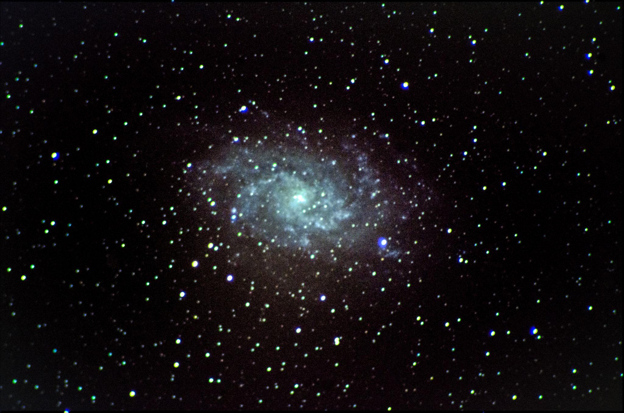 M33 - dans le triangle (13 poses de 65 s à 3200 iso- 4 darks- pas de flat - Loïc THULLIEZ- lunette achromatique 150/750 / HEQ5 motorisée non guidée/APN pentax K50  - traitement iris/lightroom)