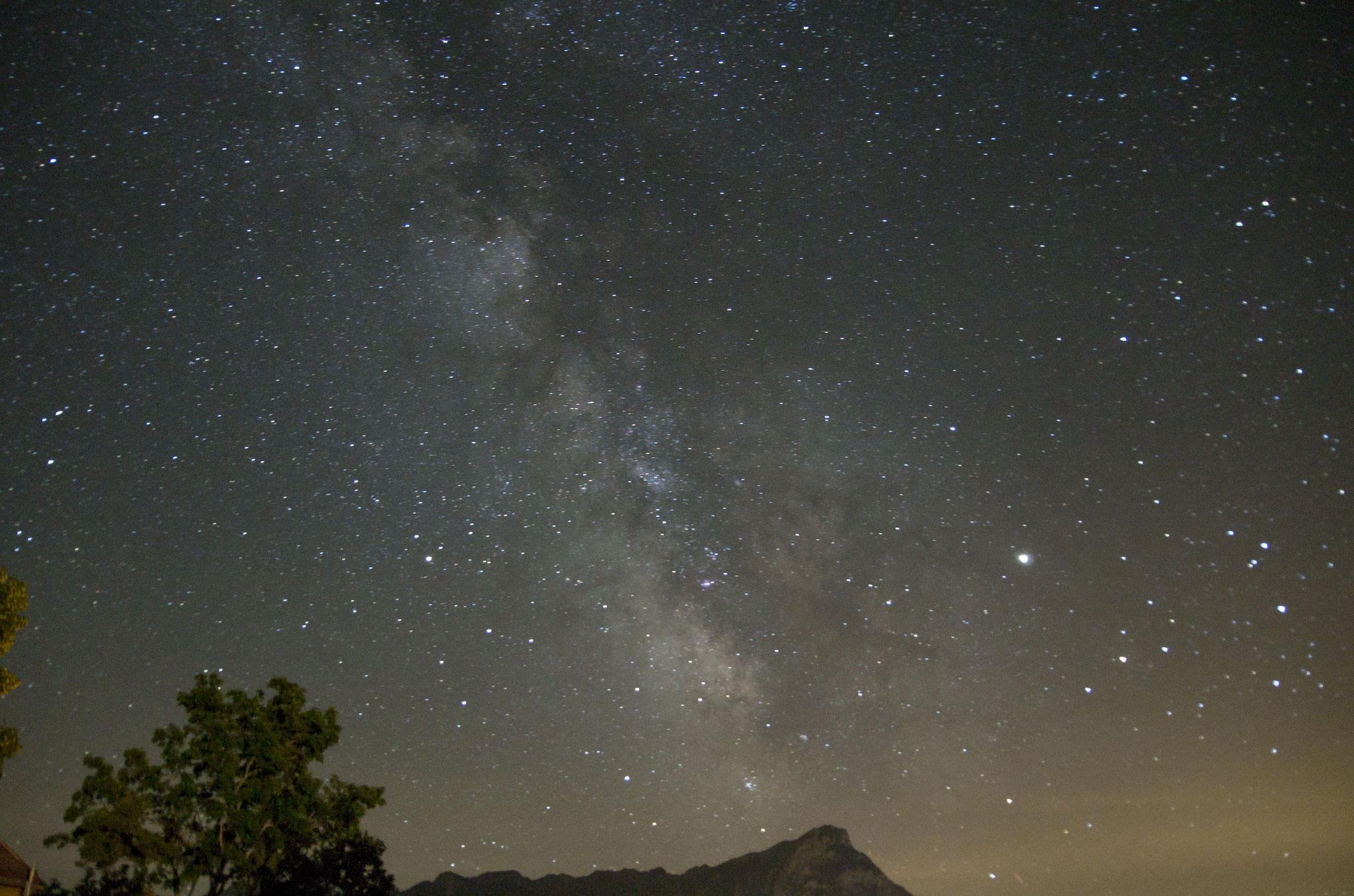 Voie lactée entre le scorpion/Jupiter et le sagittaire/saturne - Loïc Thulliez - Hautes Alpes - prise unique 35 s à 6400 iso- pentaxK50 sur trépied - objectif 18mm à ouverture 3,5 (équivalent à 31 mm) - traitement sous Lightroom