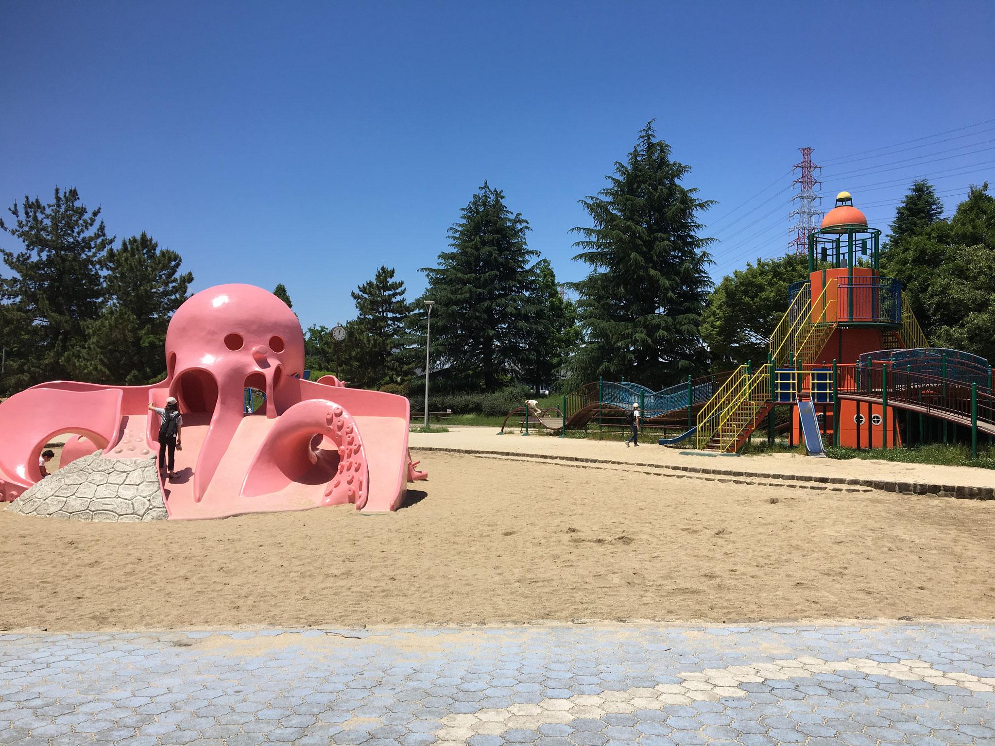 タコさんの居るお子様にうれしい公園が隣接