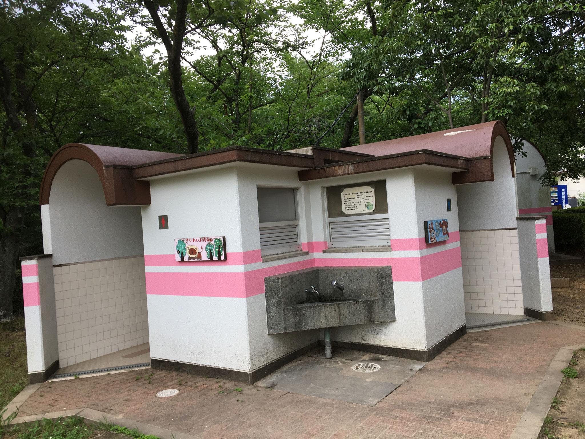 BBQエリア(上)最寄りトイレ