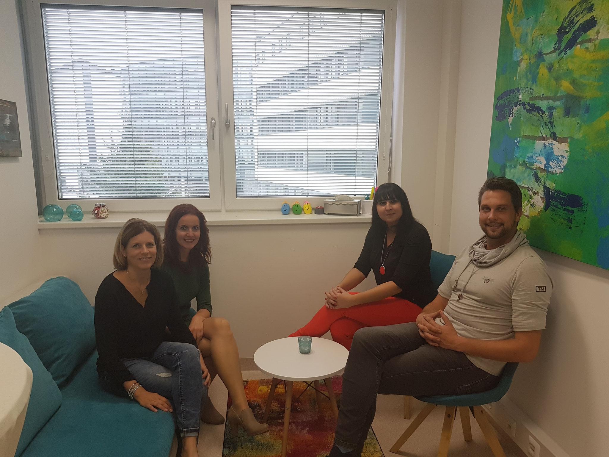 Manuela Brandstätter und Rene Ramschak mit unserer Mitarbeiterin Ines Anette Steinthaler und Kooperationspartnerin Anya Bestebner