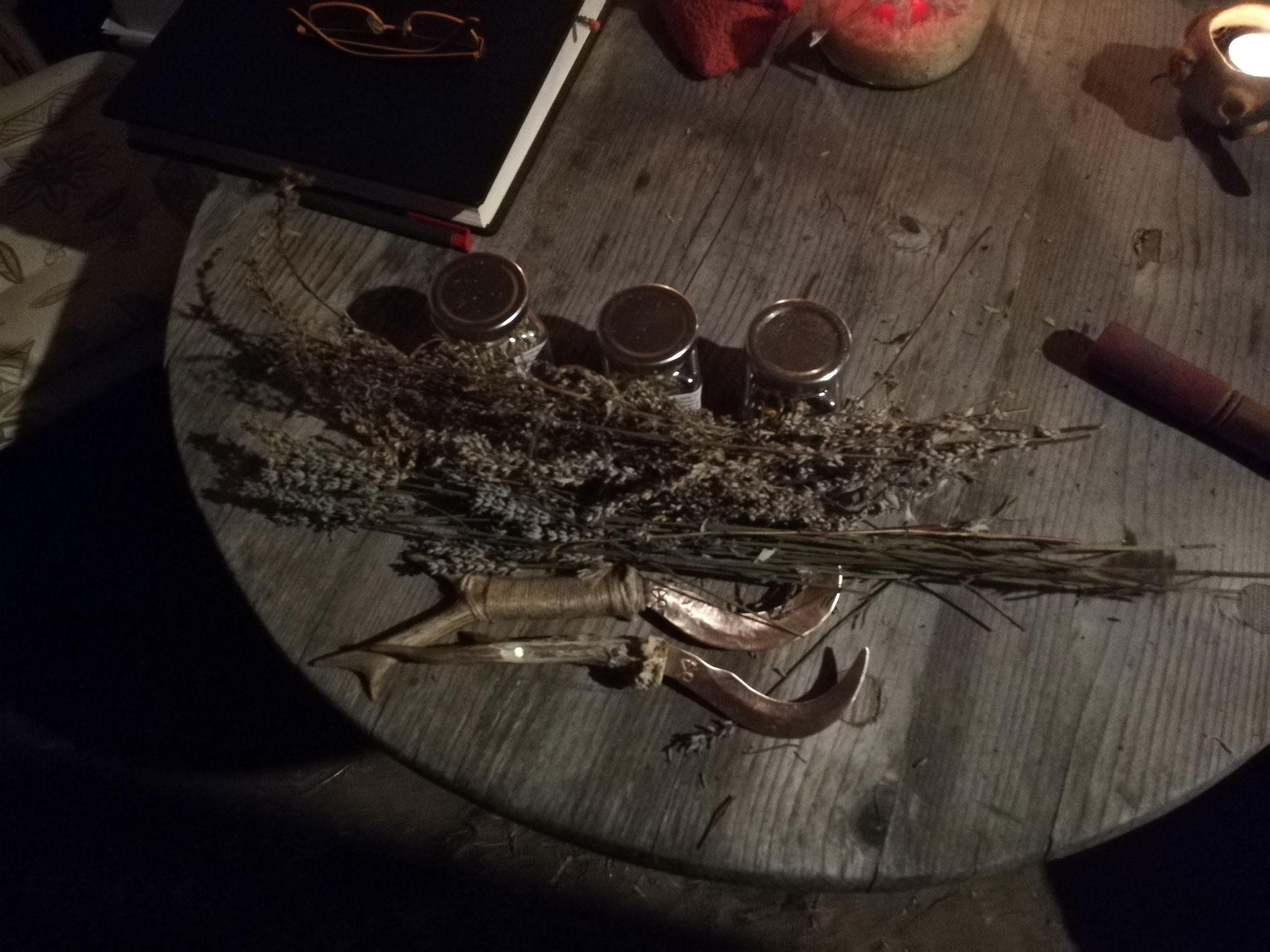 Kräutersichel aus Kupfer für Kräuterfrauen - Griff nach Wunsch (Horn, Bein, Holz)