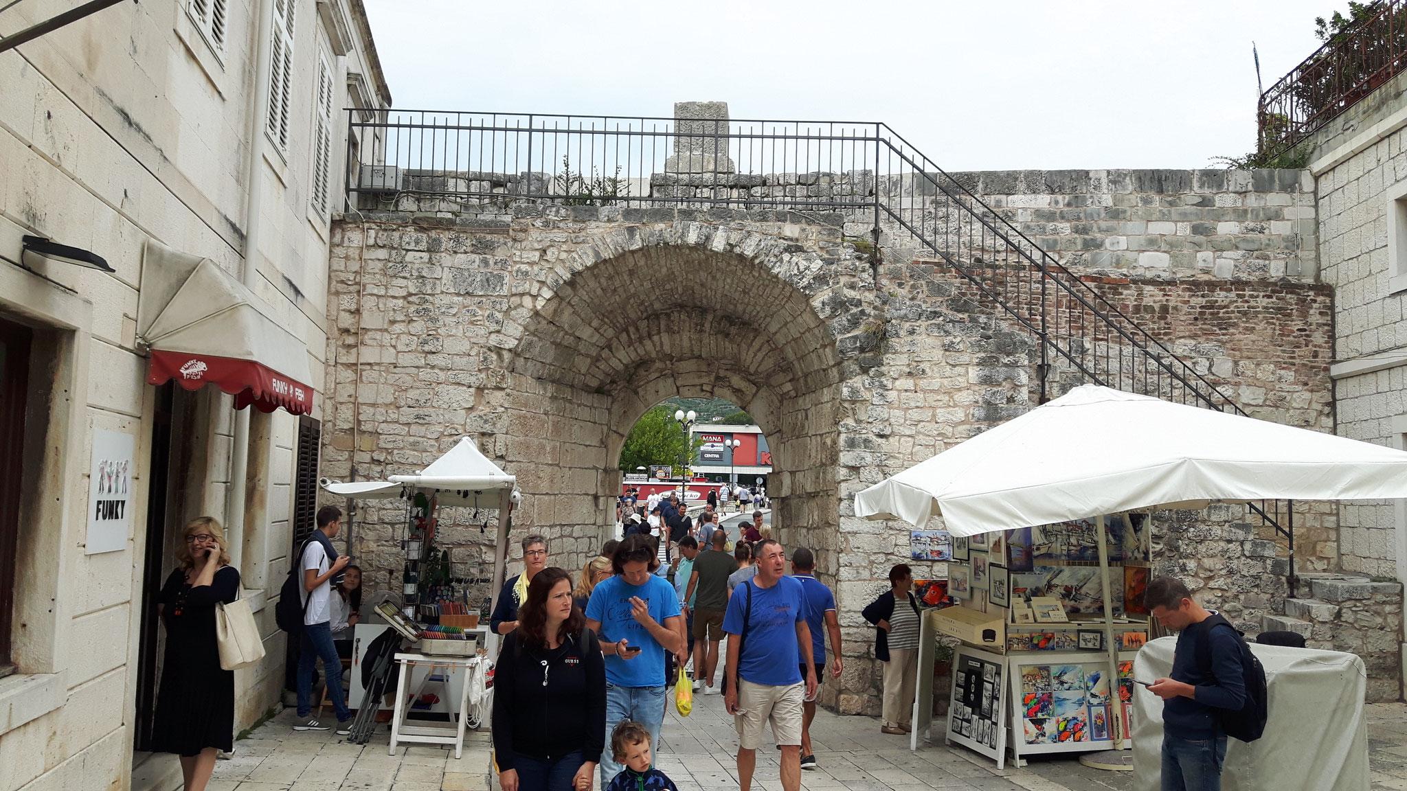 Die Stadtmauer von Zadar
