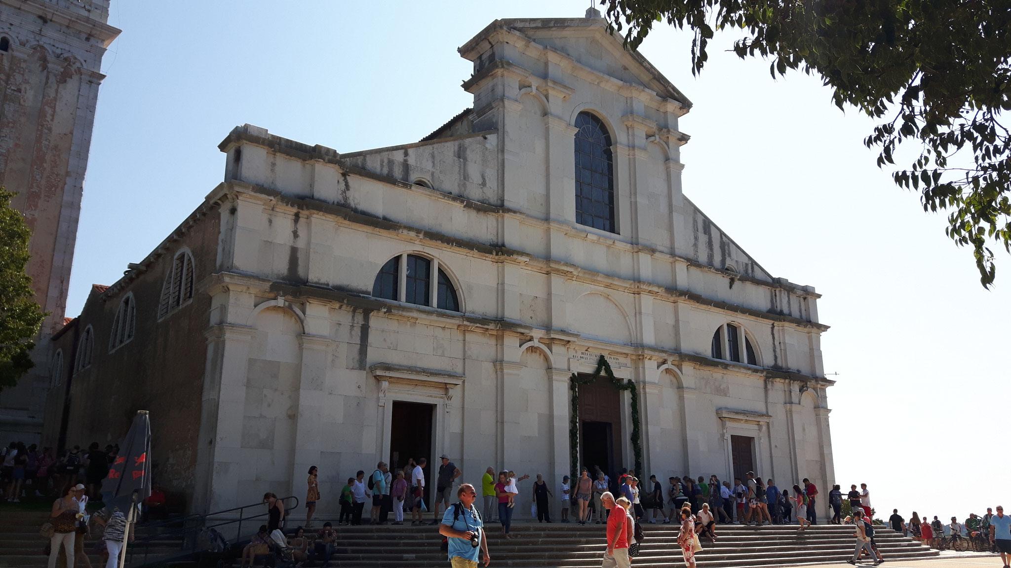 Das Portal der Euphemia Kirche