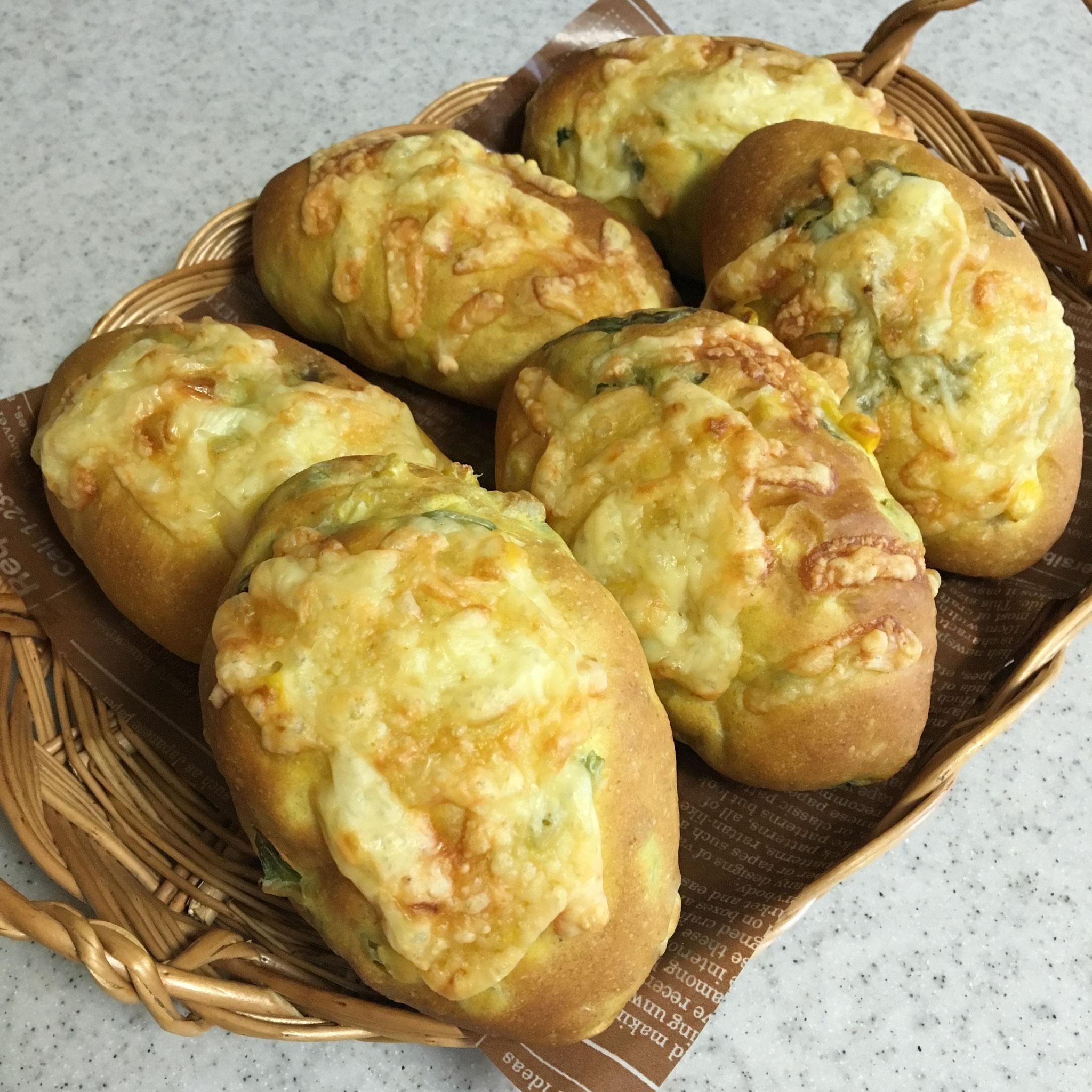 ほうれん草とコーンパン(カレー風味)