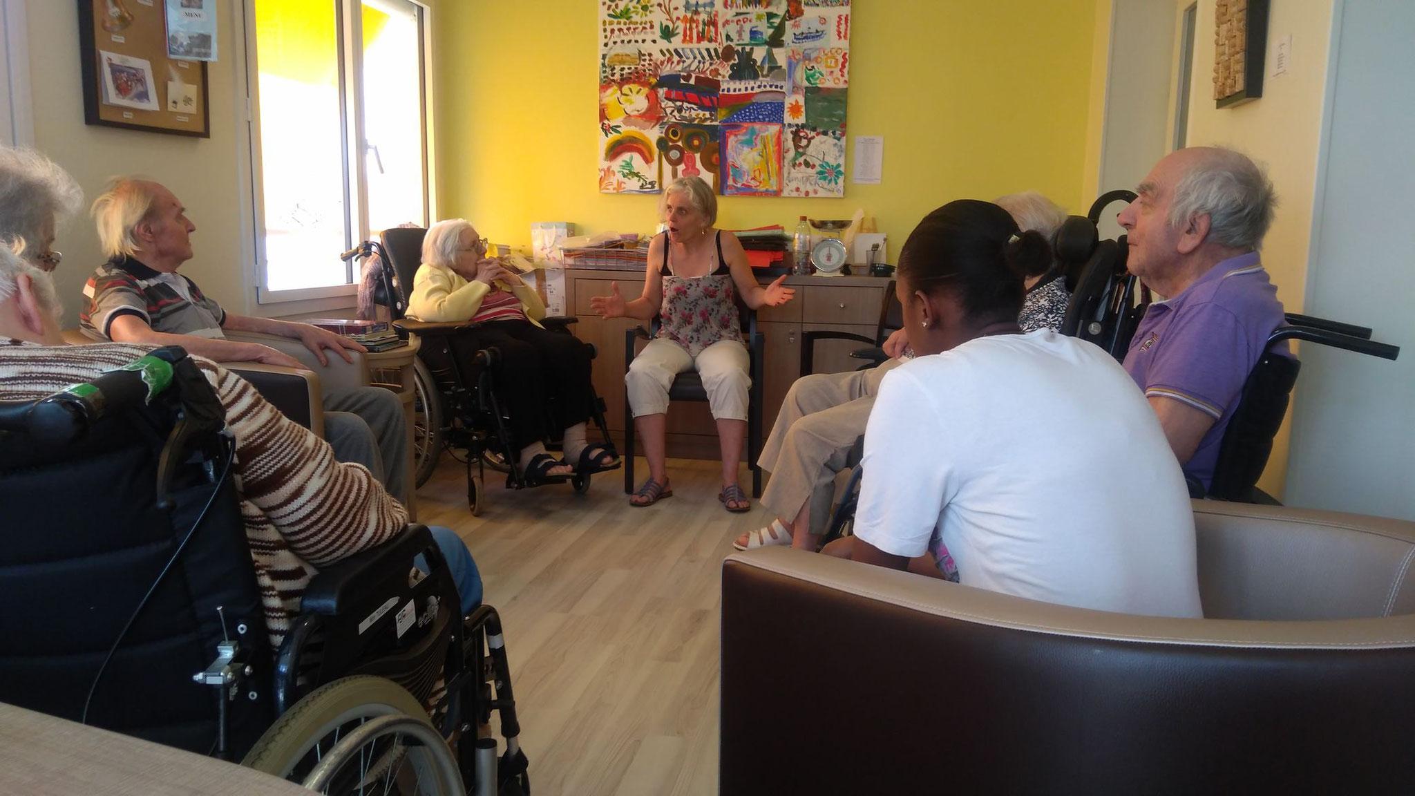 """Juillet : """"Des contes pour rire et rêver"""" en résidences de personnes âgées (94)"""
