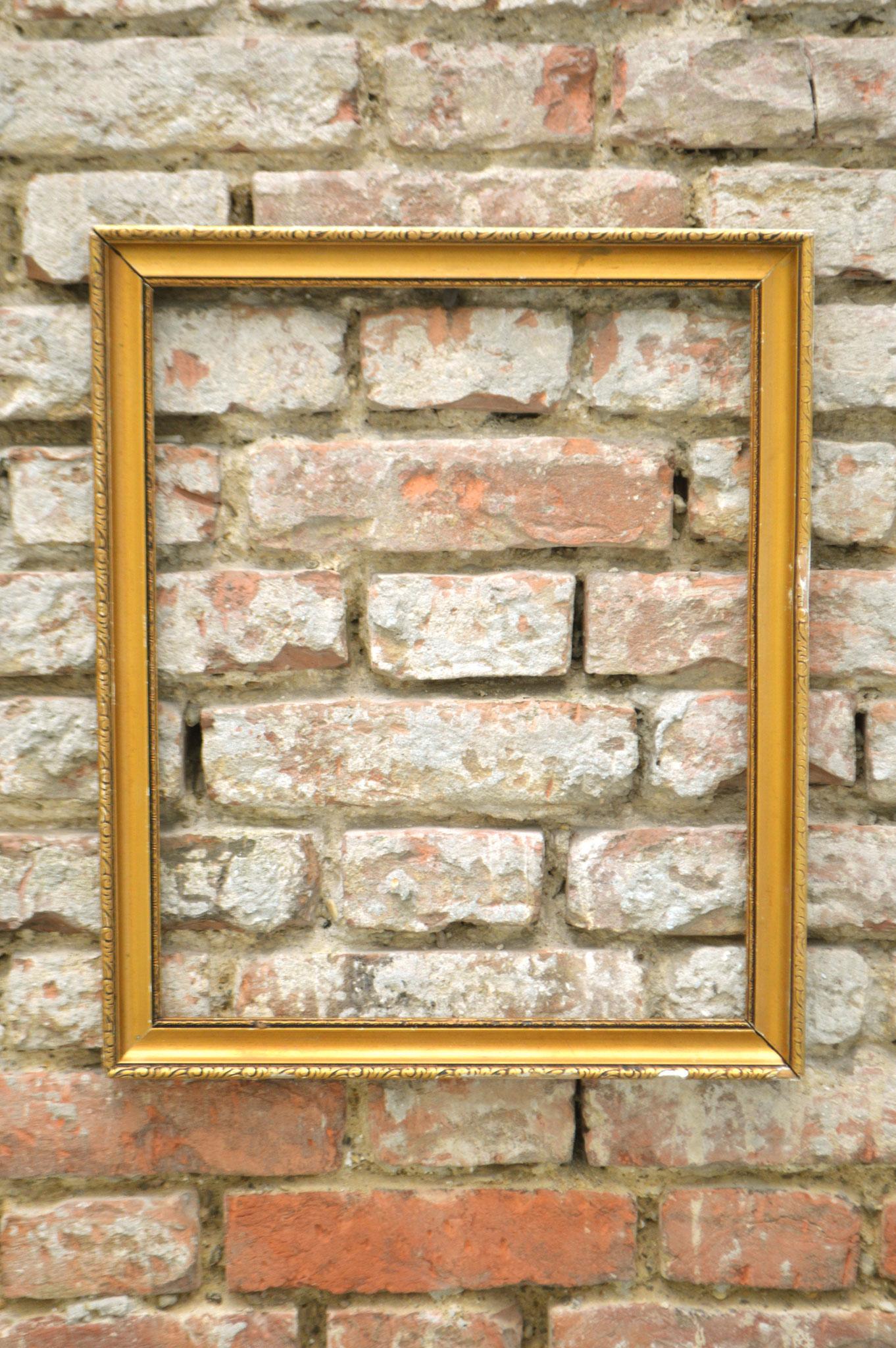 G) Farbe Gold; Maße 47 x 57 cm; Mietpreis €3