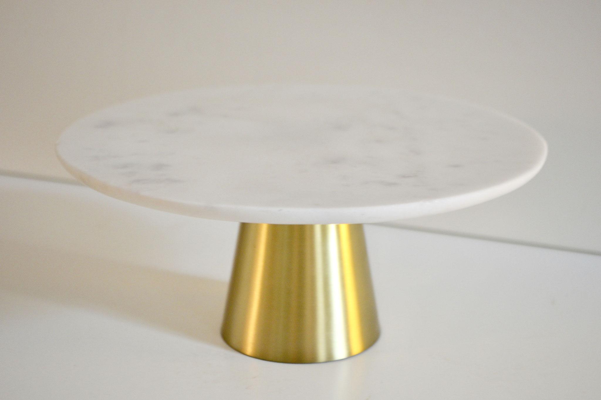 D) Marmorplatte auf goldenem Fuß: Durchmesser ca. 25,5 cm.