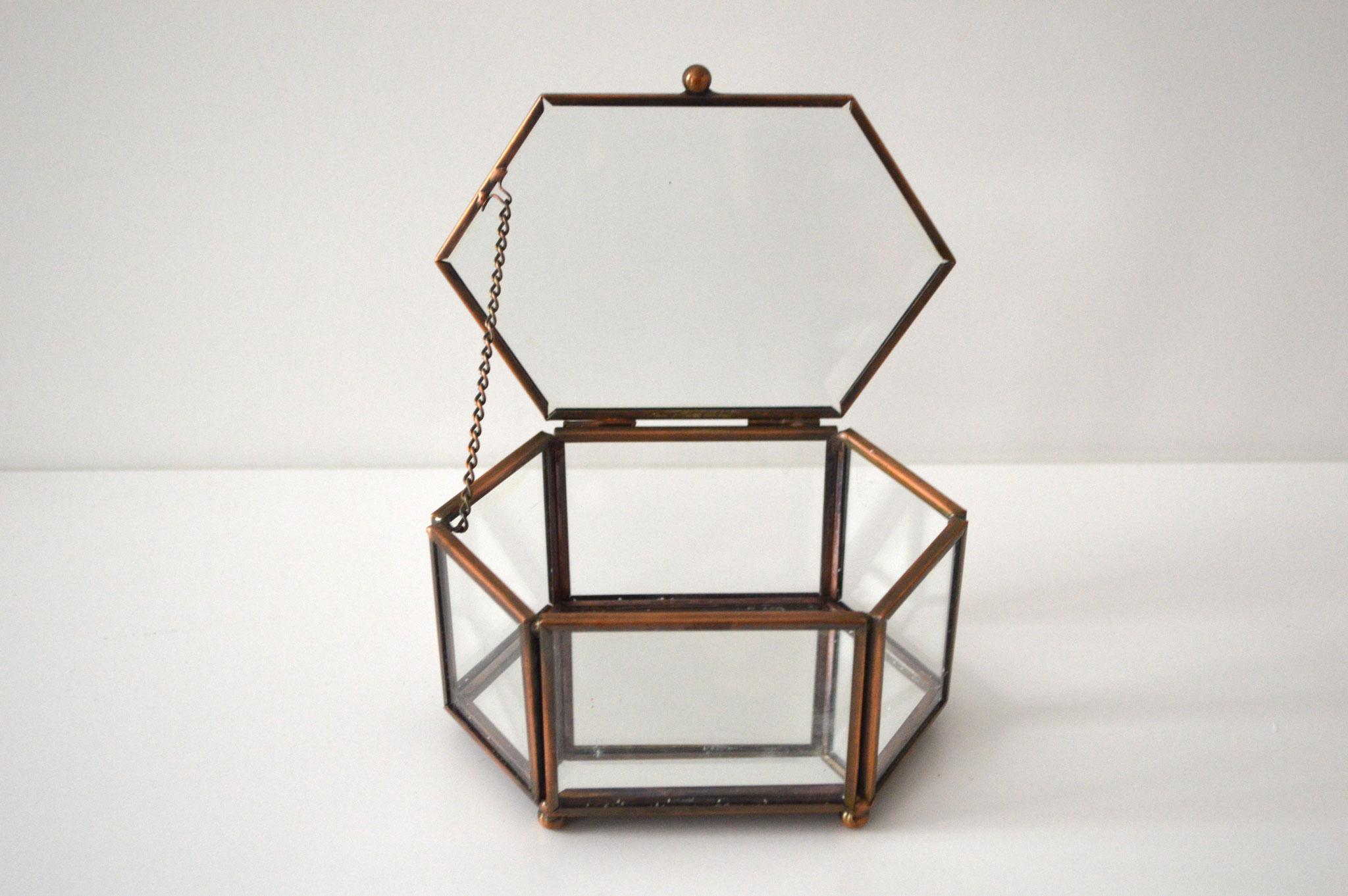 A) € 5, Breite ca. 14 cm breit, Höhe ca. 7,5 cm und Tiefe ca. 9 cm, kupferfarben mit Spiegelboden