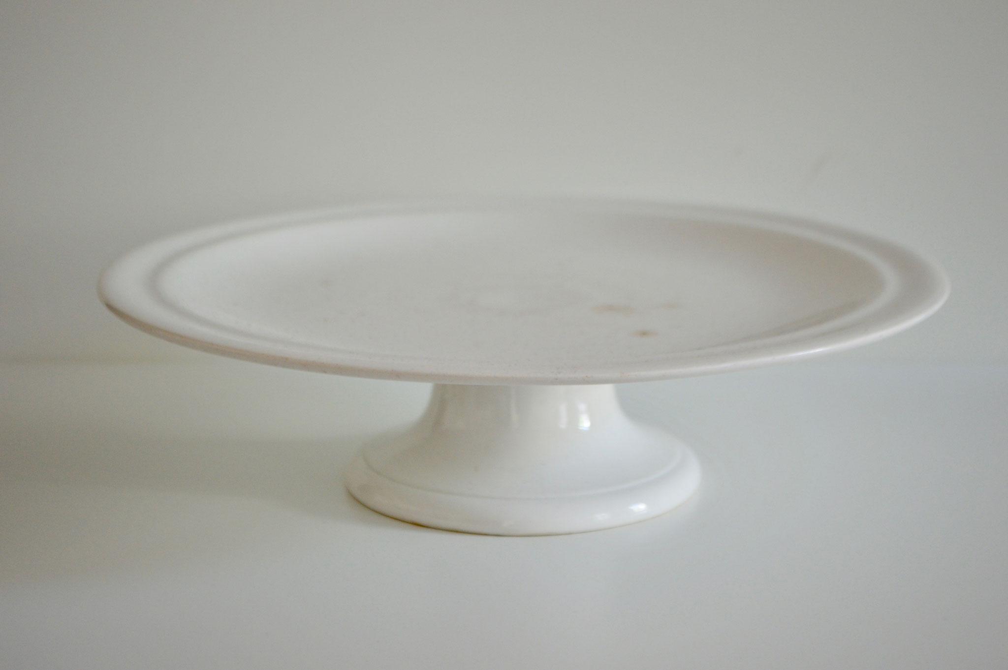 B) Porzellan: Durchmesser mit Rand ca. 35 cm und ohne Rand ca. 30 cm.