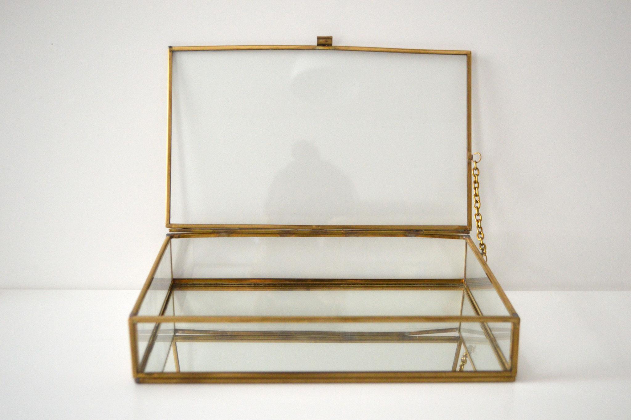 B)  Breite ca. 25 cm, Höhe ca. 5 cm und Tiefe ca. 15,5 cm, mit Spiegelboden