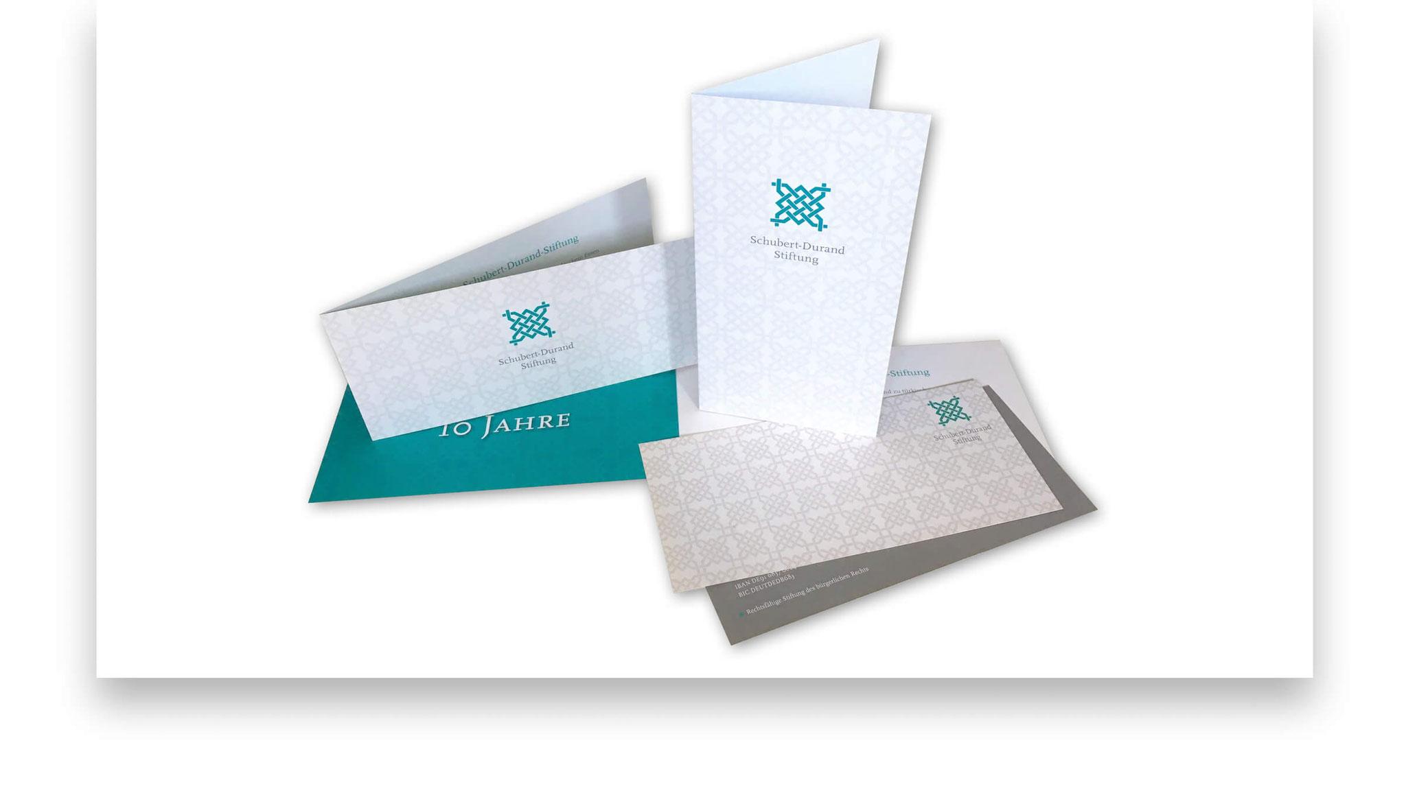 Imageflyer, Einladungskarte zur Jubiläumsveranstaltung sowie Grusskarte.