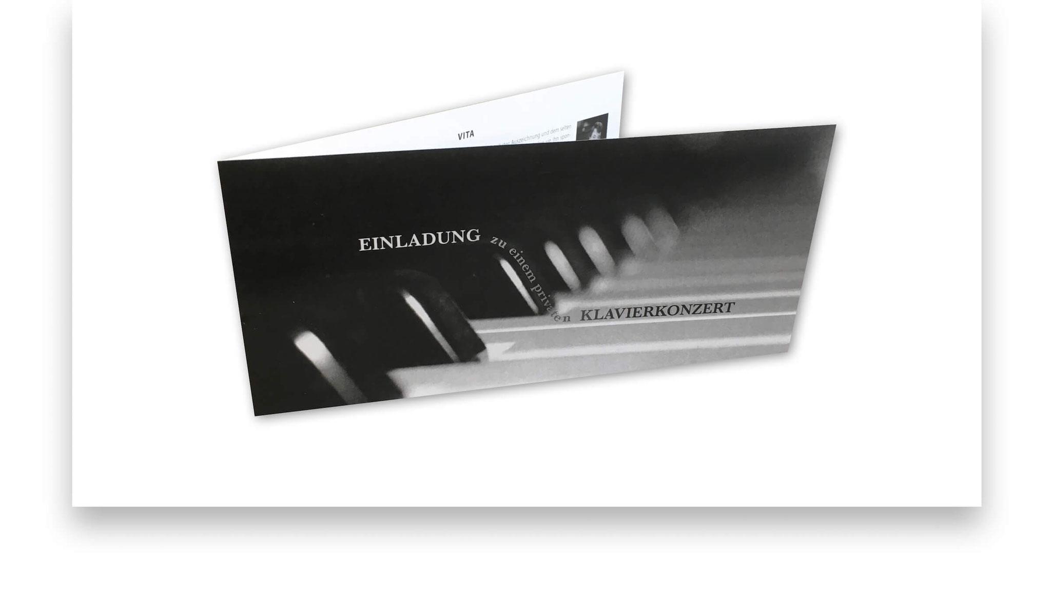 Private Einladungskarte zu einem Hauskonzert.