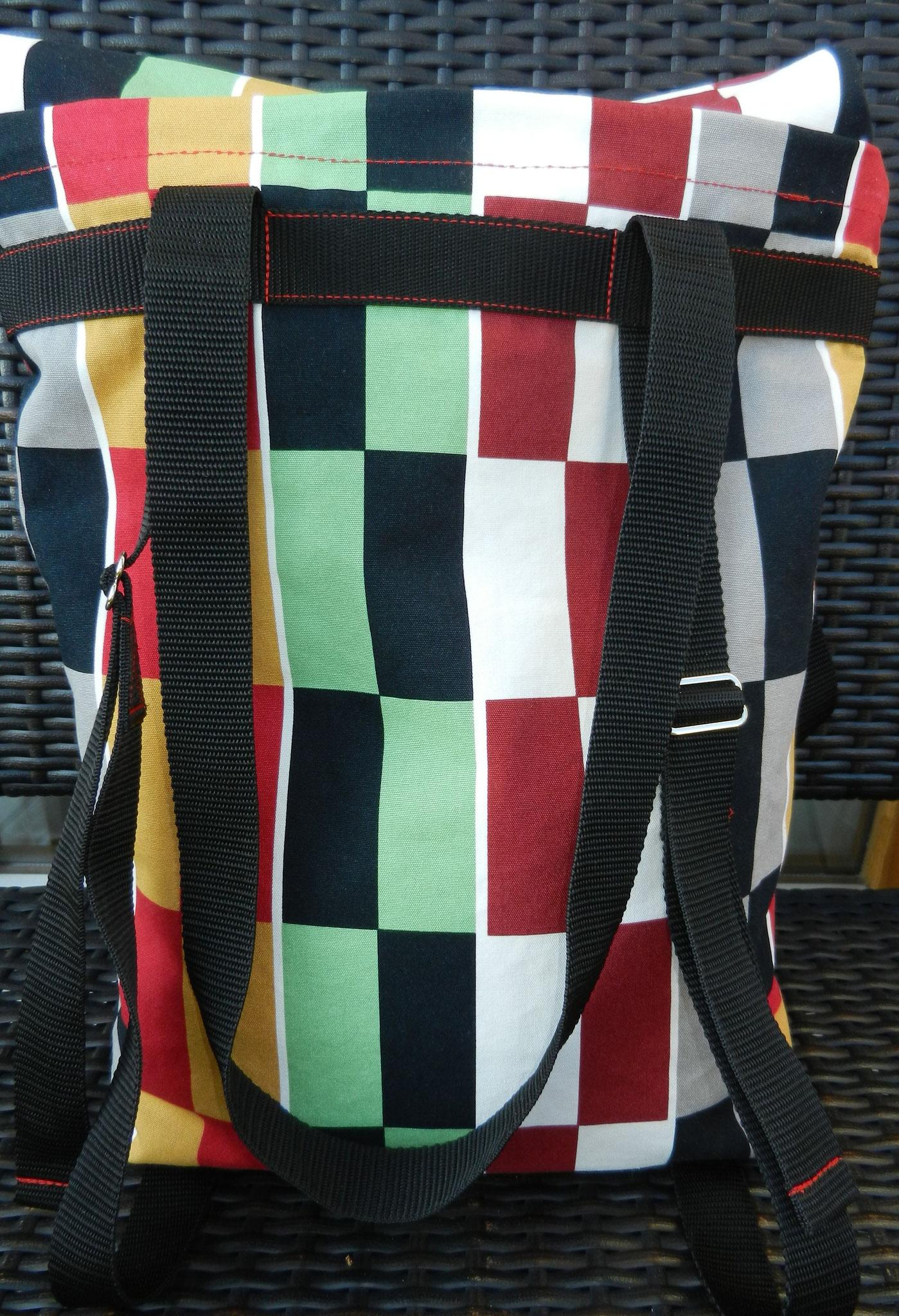 Rückseite, die Träger sind verstellbar zum Rückengurt für die Rucksackfunktion