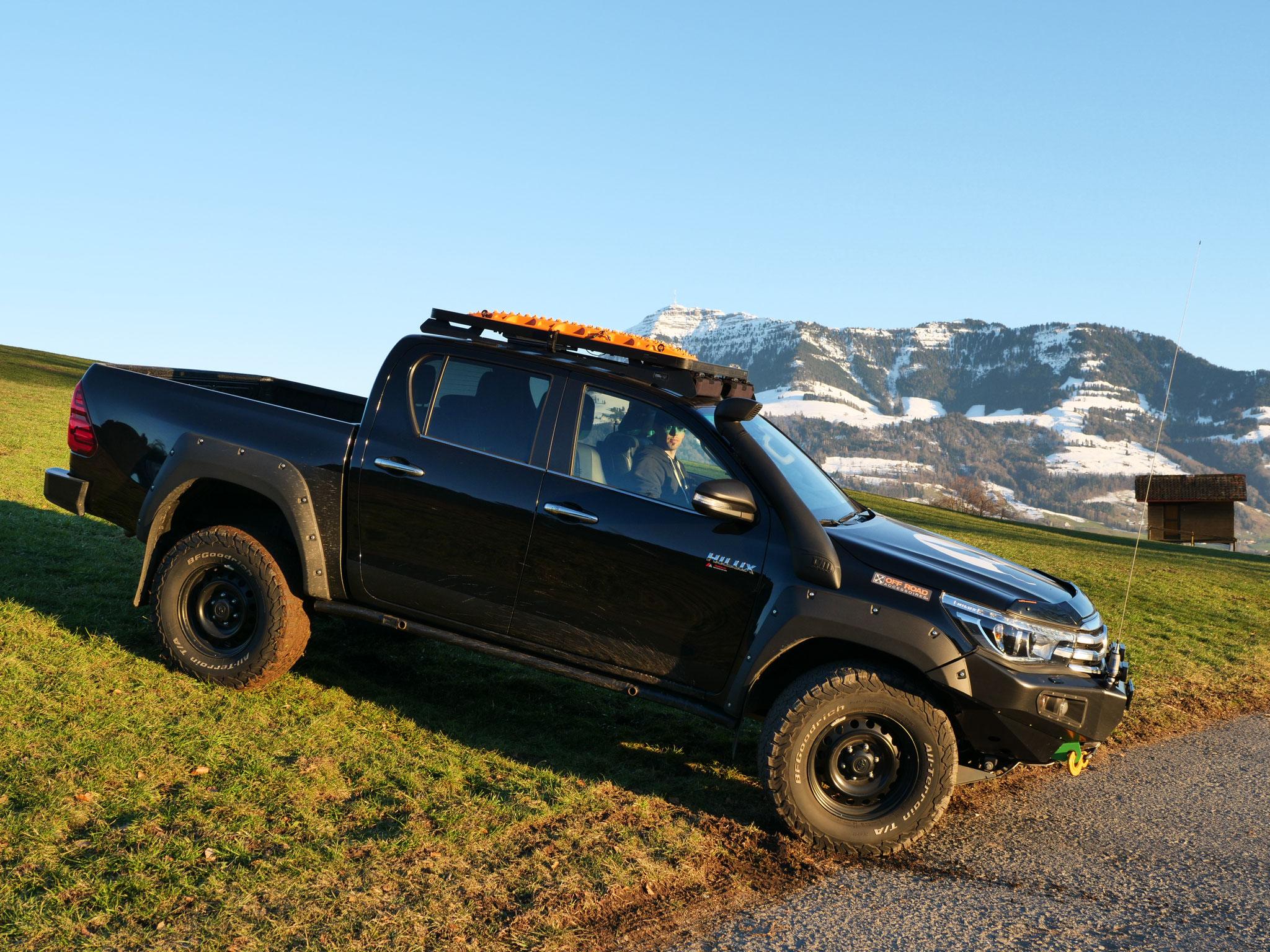 "Toyota Hilux Revo 2017 2.4 #ProjektBlackwolf Alu-cab offroad overland expedition 4x4 ARB Fahrwerk Frontrunner Rocksliders Roofrack Rival skidplate  bfgoodrich 285/70R17 33"" Tires TJM Sknorkel wolf78-overland.ch"