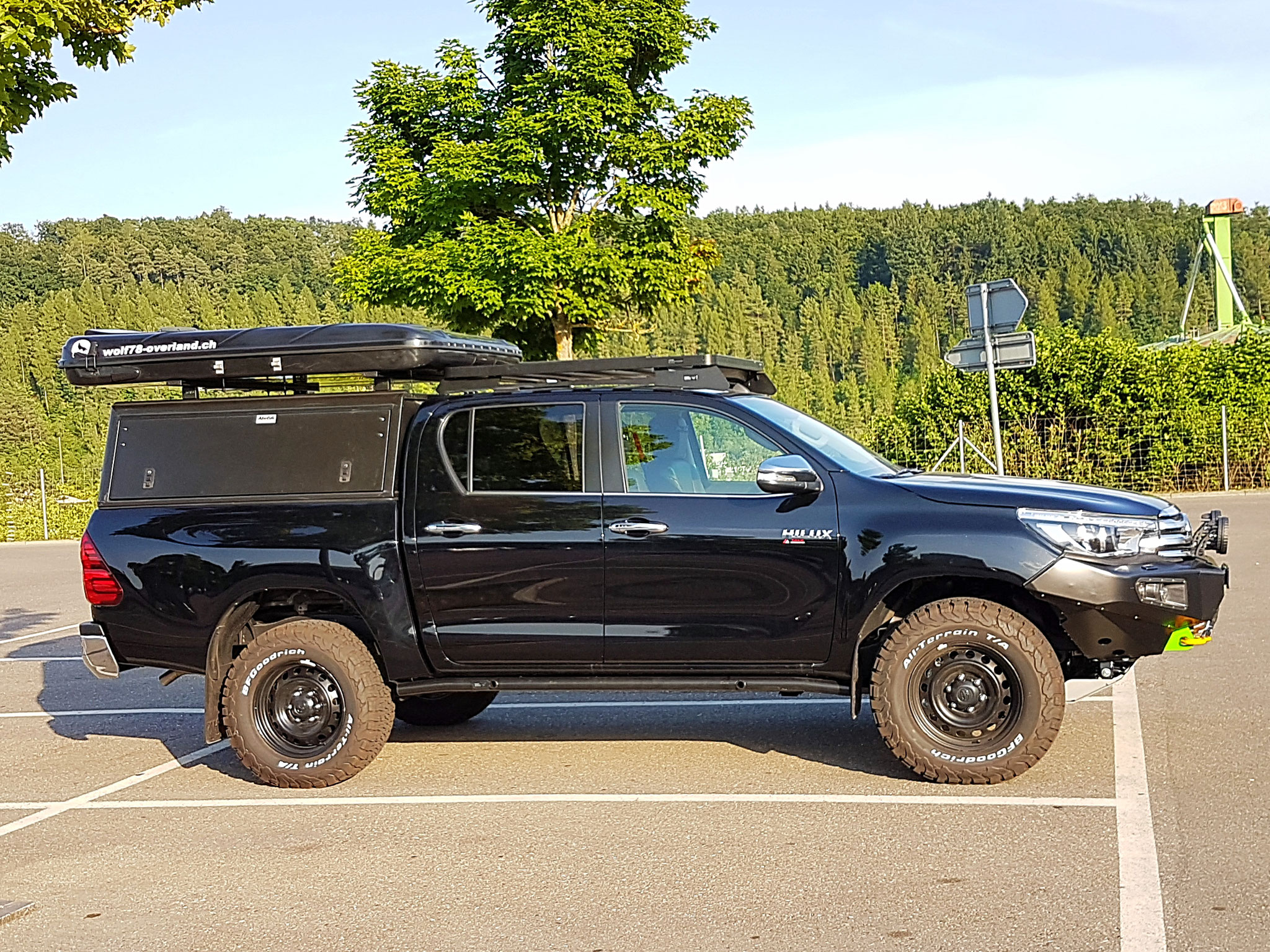 Toyota Hillux 2016 2017 2.4 Revo Blackwolf wolf78-overland.ch offroad 4x4 AFN Frontbumper Frontrunner Horntools Rival James Baroude BF-Goodrich storm72.ch wolf78