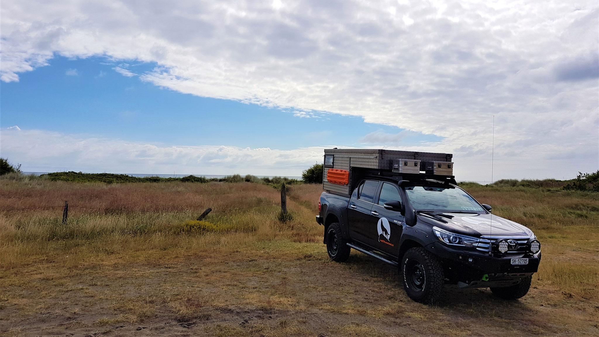 Dänemark Pickup-camper Strand Toyota Hilux Arctic Trucks Skandinavien #ProjektBlackwolf wolf78 explore without no limits offroad overland Travel Camping 4x4 AFN4x4 frontrunneroutfitters #BornToRoam Rival4x4 wolf78-overland.ch