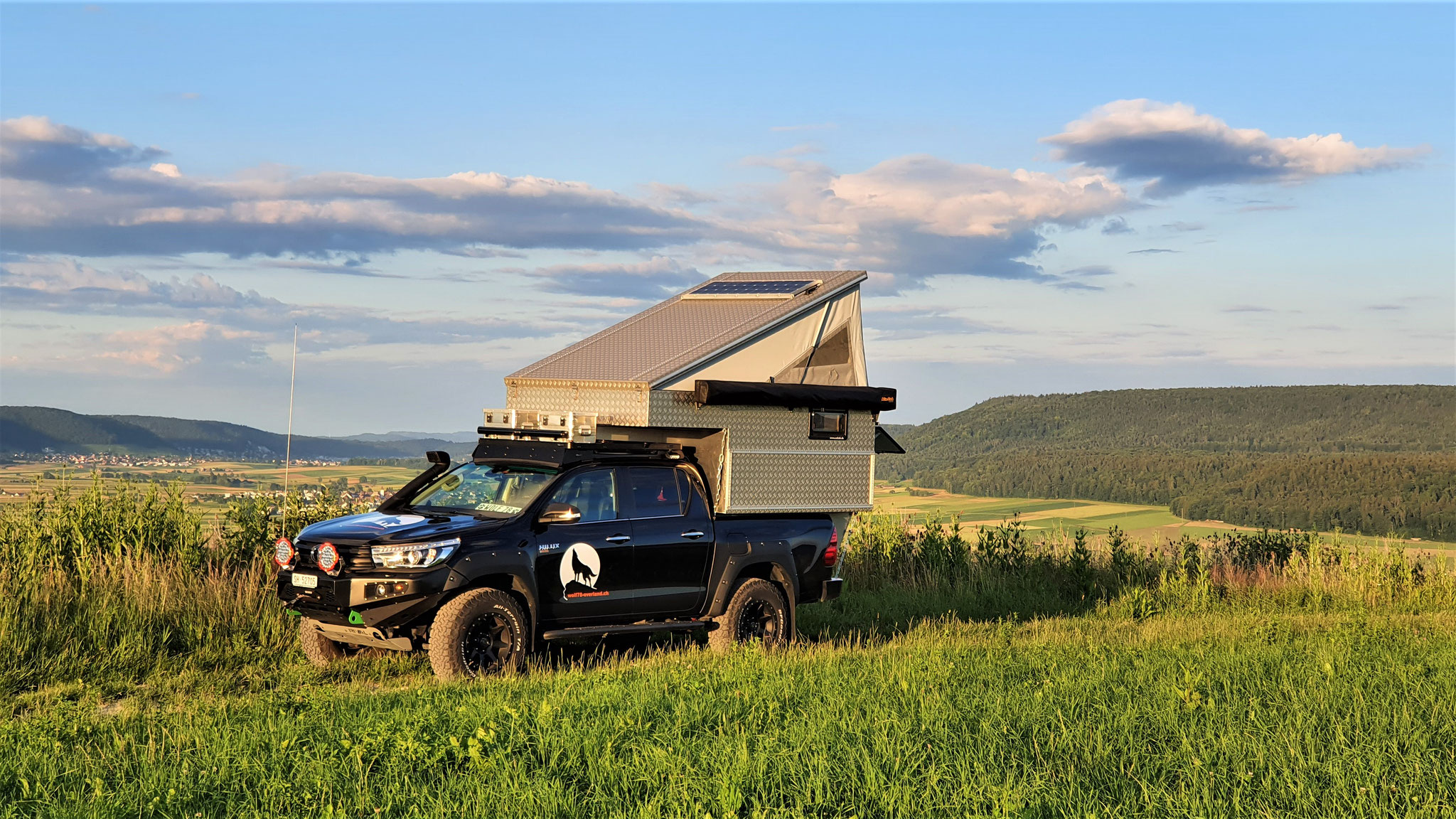 Exkab Defender 130 Wohnkabine Toyota Hilux Pickup camper Revo 2017 2.4 #ProjektBlackwolf truckcamper  4x4 Frontrunner  Roofrack  offroad Tacoma expedition overland wolf78-overland.ch