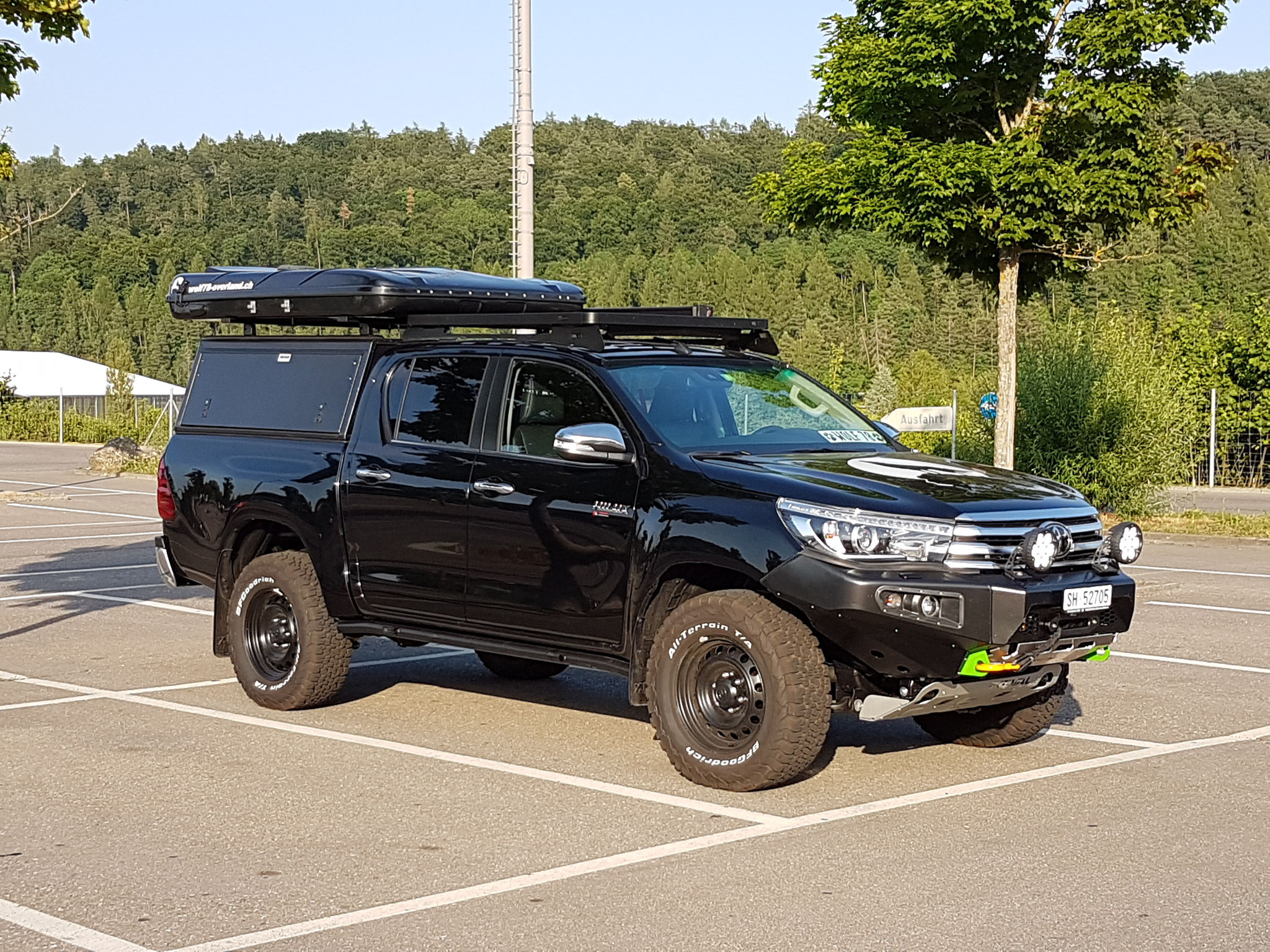 Toyota Hillux 2016 2017 2.4 Revo Blackwolf wolf78-overland.ch offroad 4x4 AFN Frontbumper Frontrunner Horntools Rival James Baroude BF-Goodrich storm72.ch wolf78 Camper TJM ARB Alucab