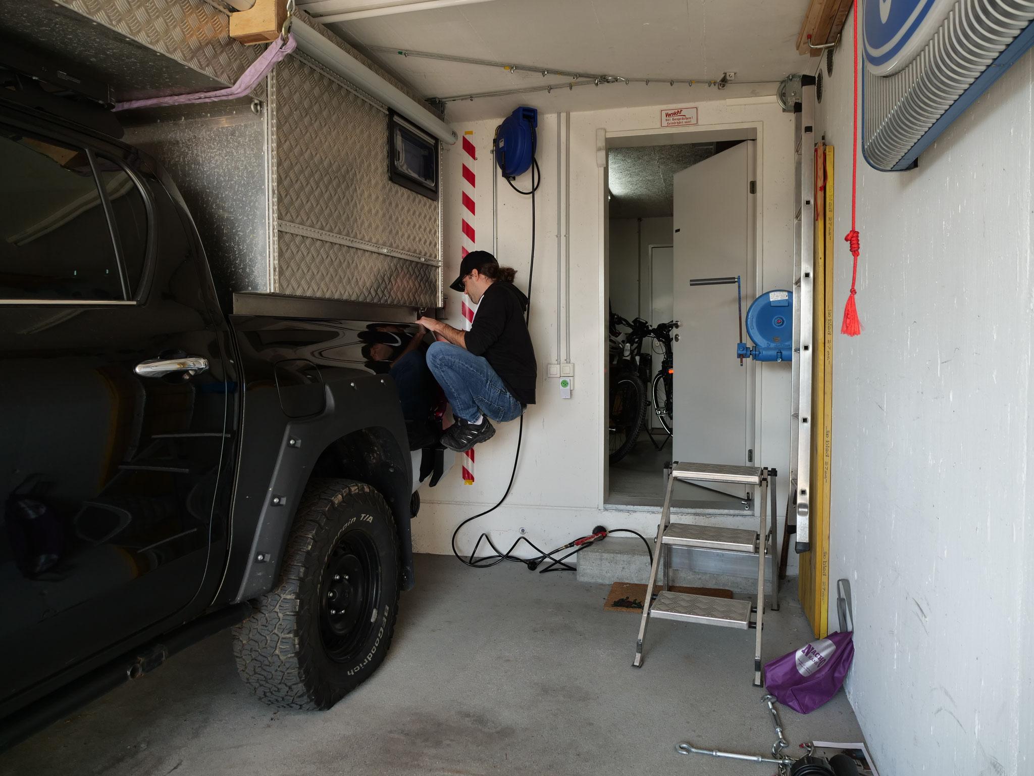 "Toyota Hilux Revo 2017 2.4 #ProjektBlackwolf  truckcamper Wohnkabine 4x4 ARB Fahrwerk Frontrunner Rocksliders Roofrack Rival skidplate  bfgoodrich 285/70R17 33"" Tires TJM Sknorkel Exkab 1 offroad Tacoma expedition overland wolf78-overland.ch"