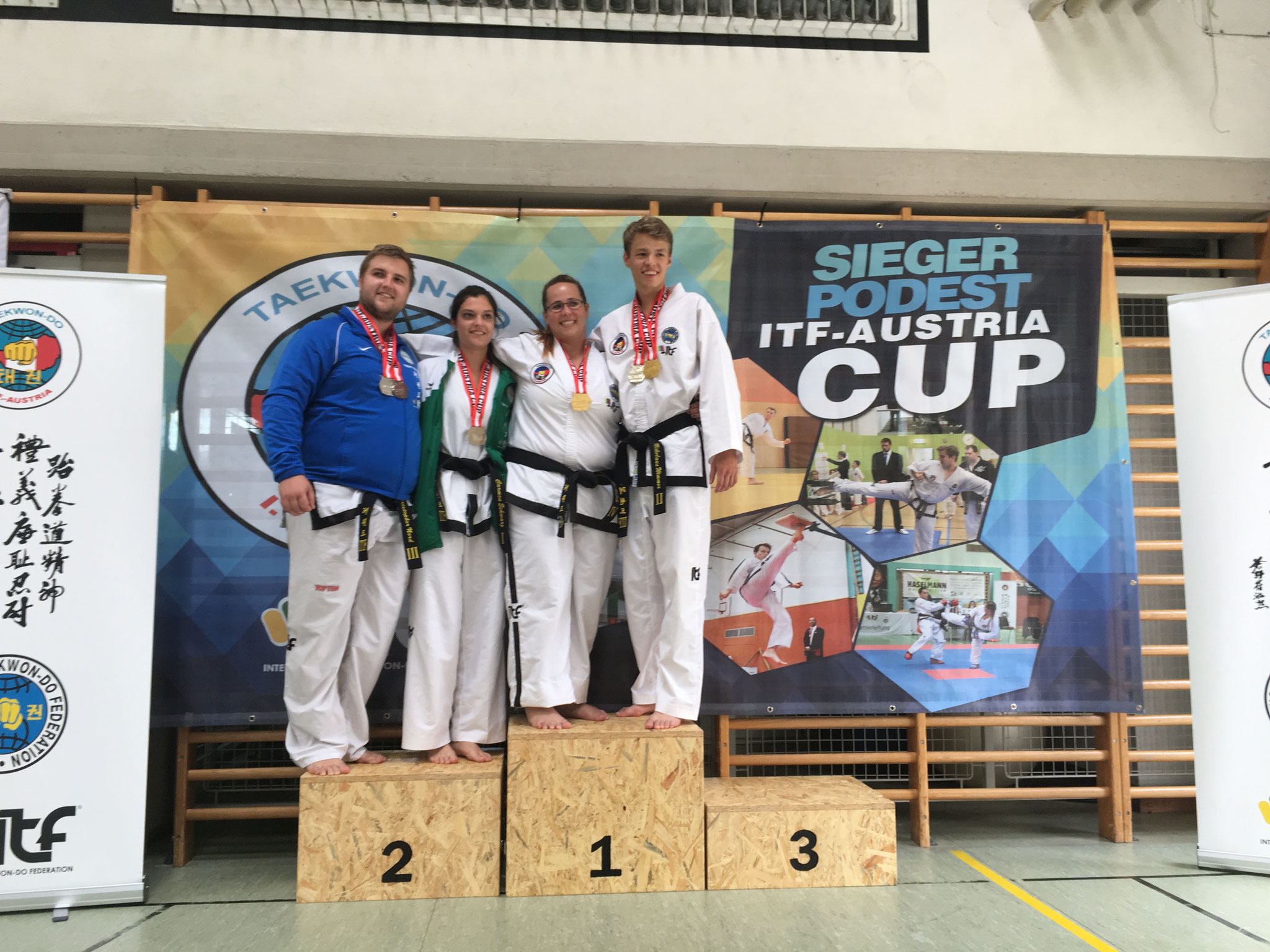 Guk-Gi Team 1 & 2 Senioren 1, + 2. Platz Pre arranged Sparring