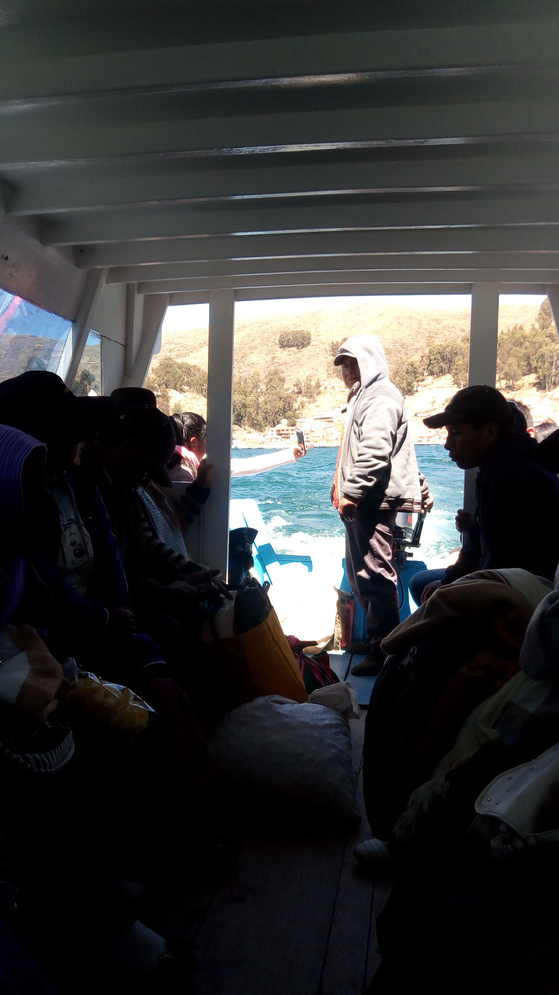 Dans le bateau pour rejoindre l'autre côté de la rive et récupérer le bus, sur le chemin de La Paz
