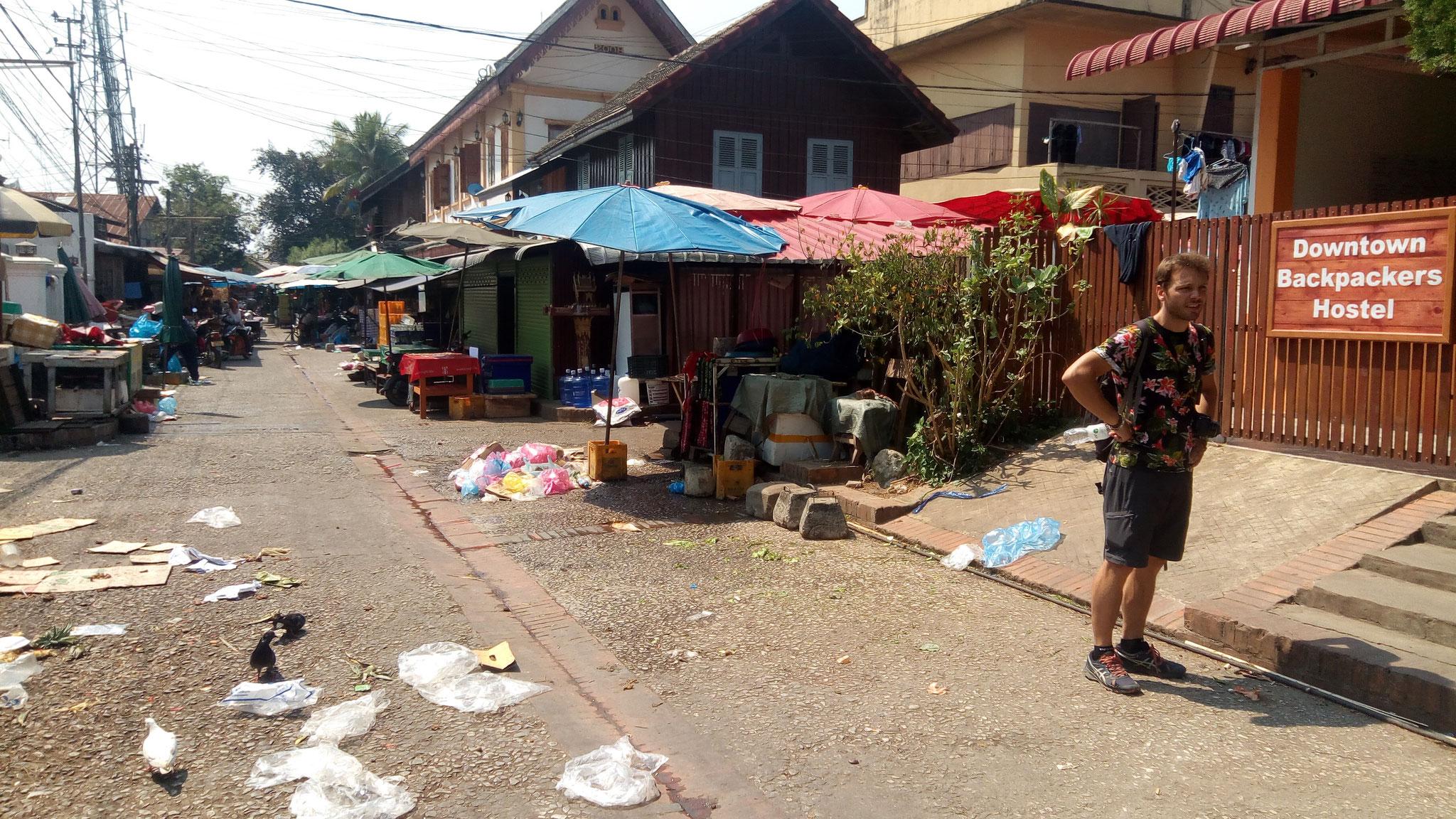 La rue de notre auberge après le marché