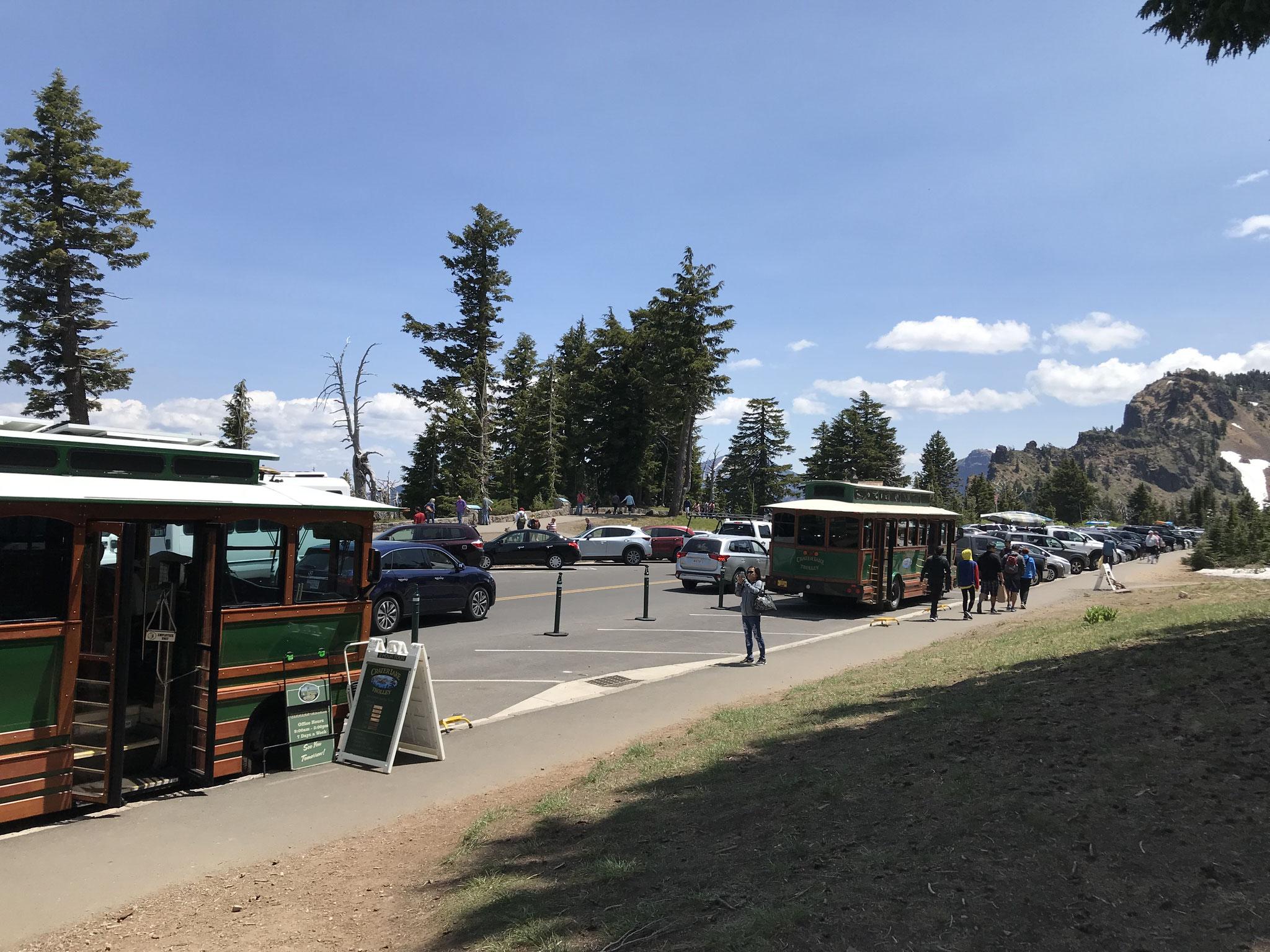Den Besuchern des Parks wird einiges geboten. Zum Beispiel eine Fahrt mit einem gasbetriebenen Touristenbus um den See.