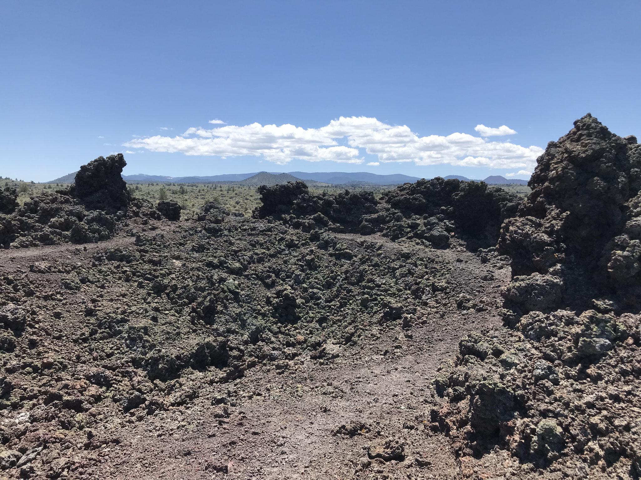 Kurze Wanderung vom Parkplatz in den Black Crater.