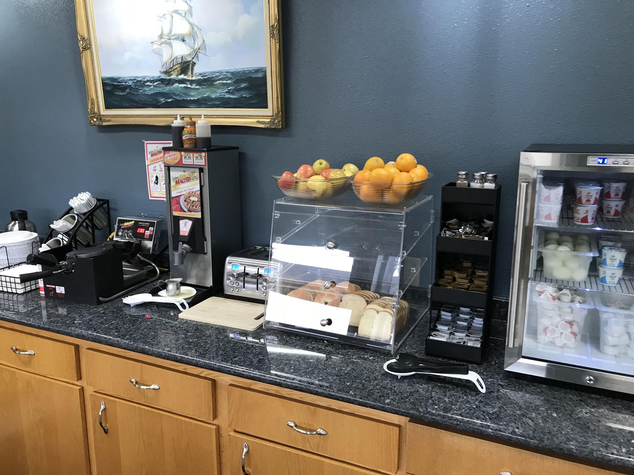 Die Ausstattung der Zimmer in den Motels war gut, das Frühstück auf bzw. in Wegwerfgeschirr war gewöhnungsbedürftig.
