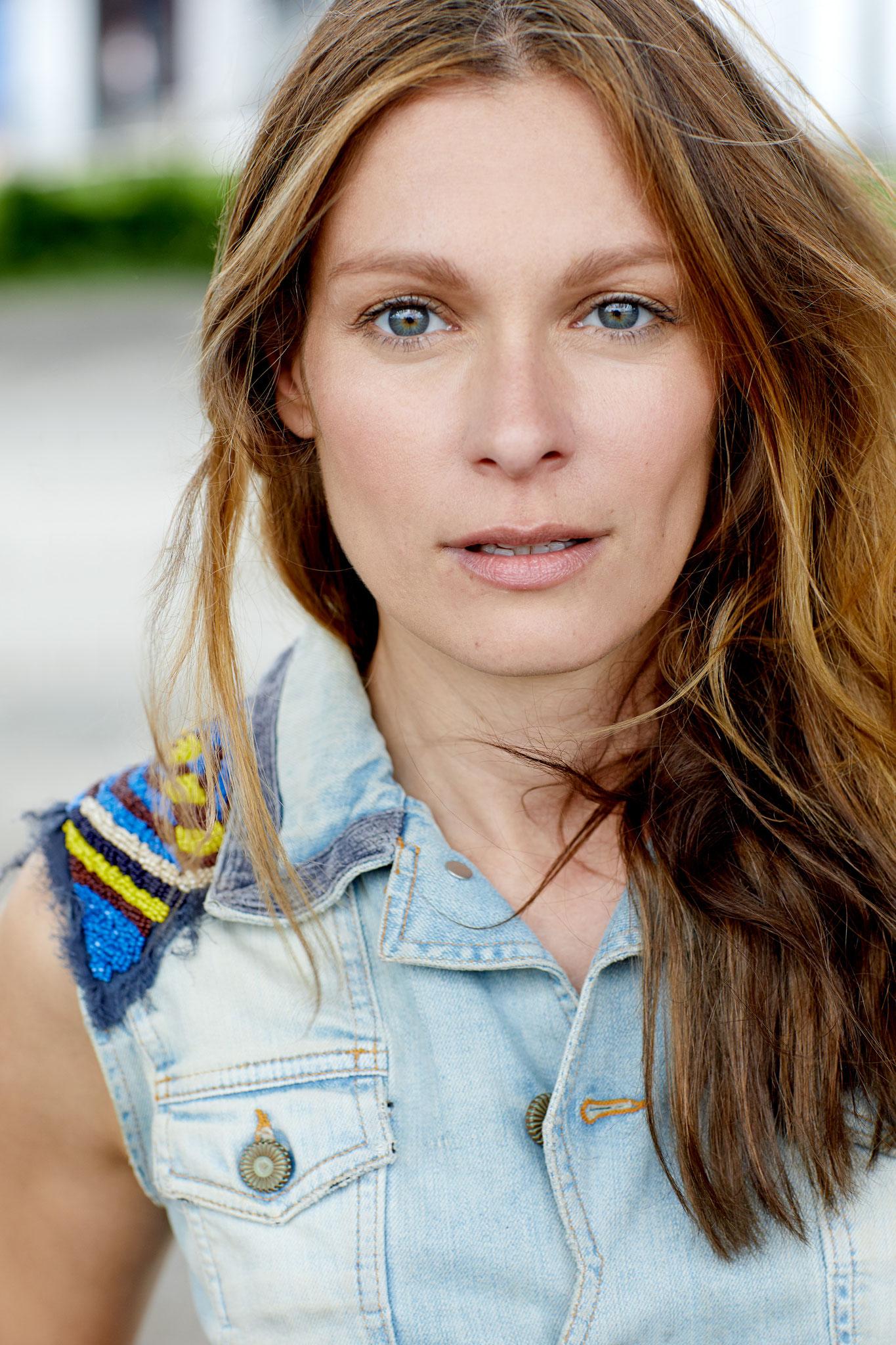 Corinna - Mezzosopran, D, ENG, Tanzausbildung