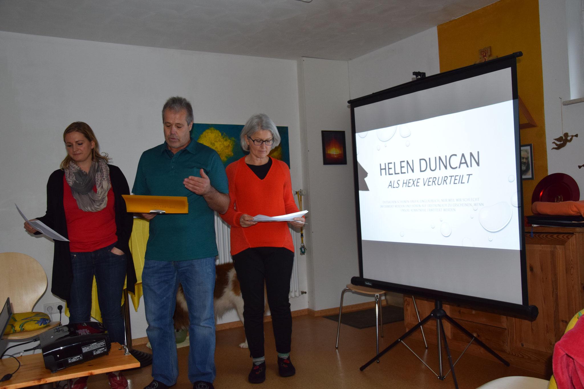Elena, Franz und Gabriele präsentieren das Wirken und Leben von Helen Duncan.