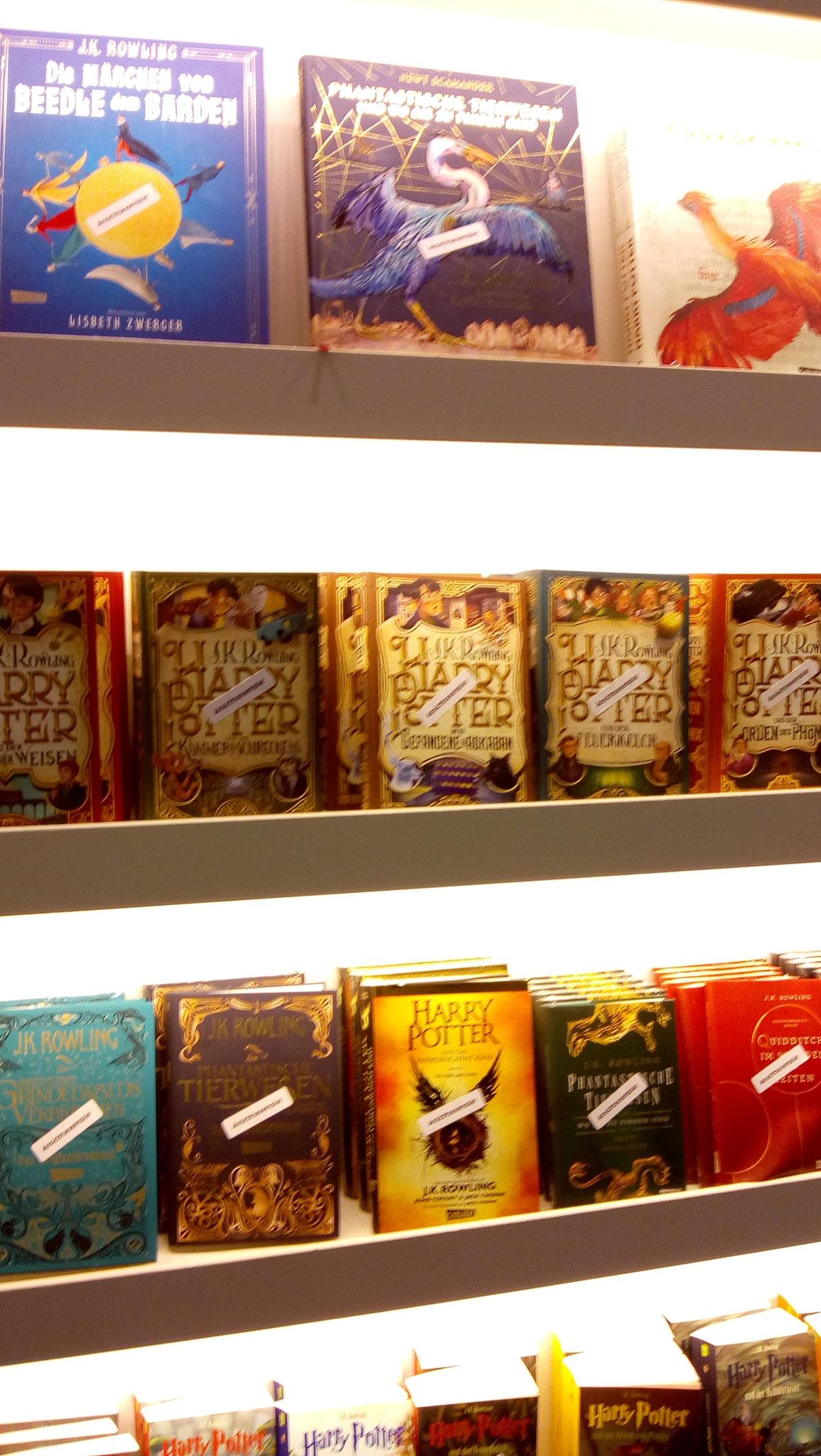Die Harry Potter Neuausgaben sehen im Regal wunderschön aus!