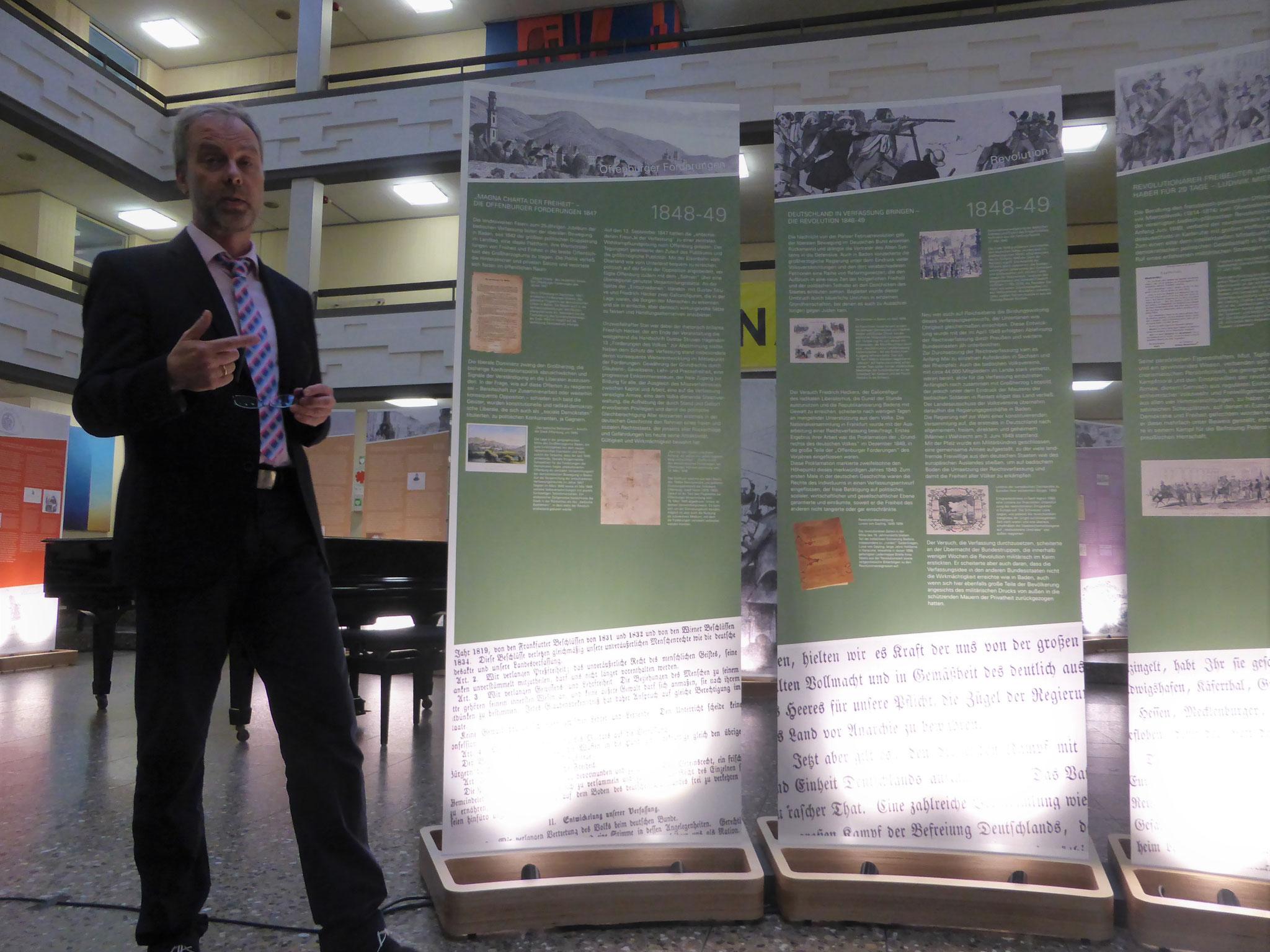 P. Exner erläutert die Entwicklung der Demokratiebewegung in Baden