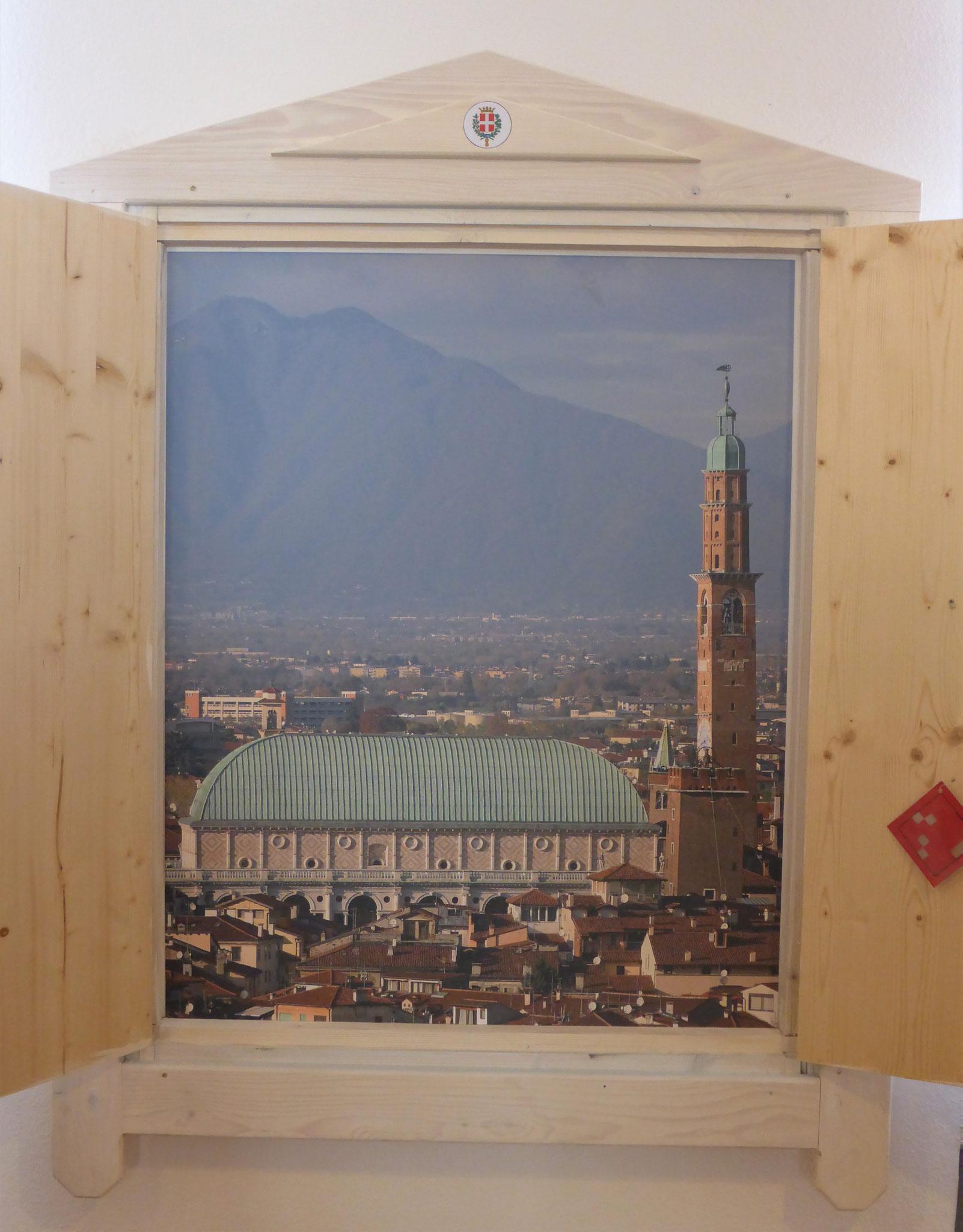 Geschlossene und geöffnete Fenster von Vicenza (I)