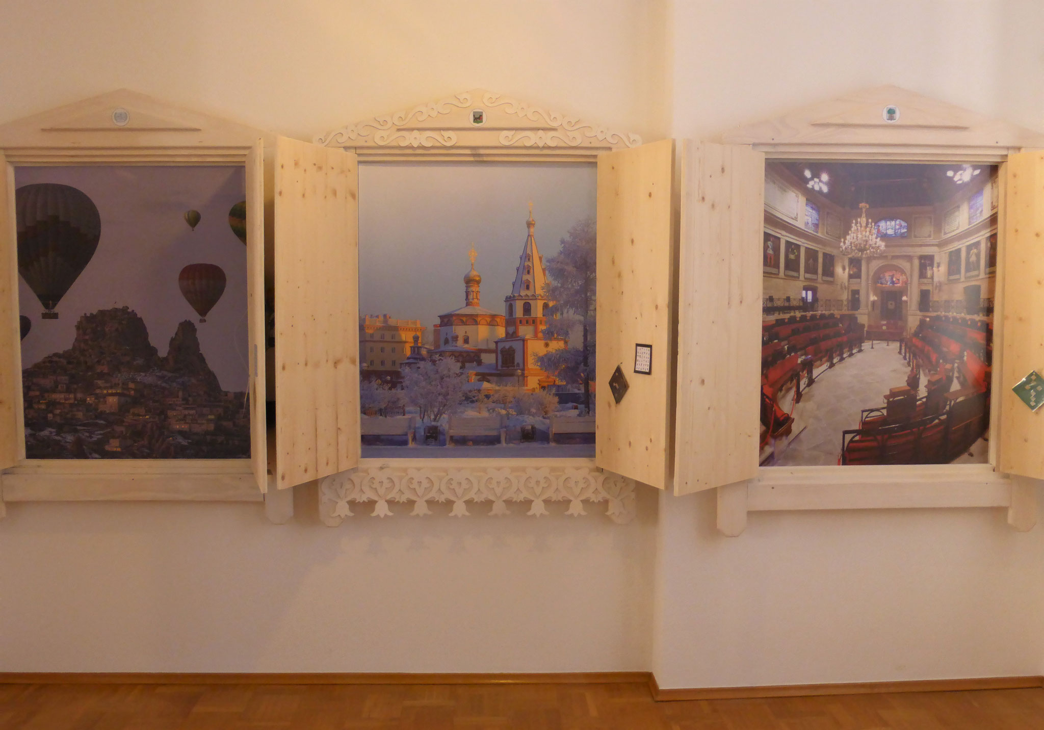 Geschlossene und geöffnete Fenster von Nevşehir (TR), Irkutsk (RUS) und Gernika (E)