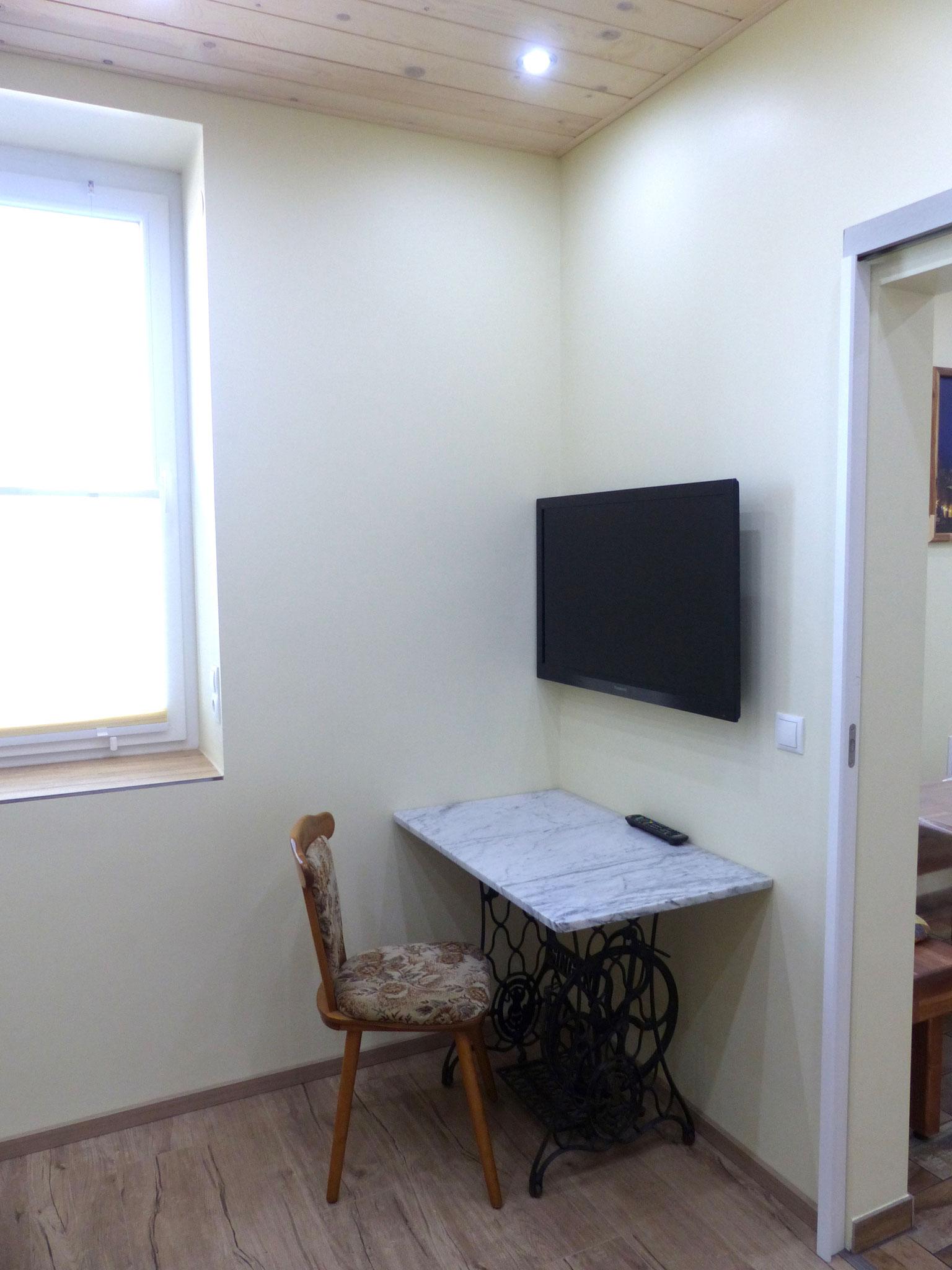Schlafzimmer klein mit TV