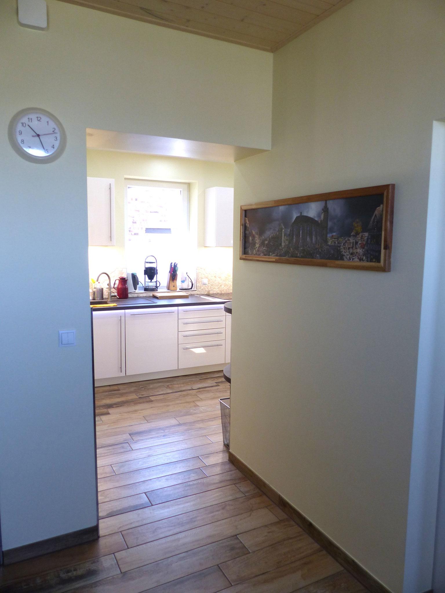 offener Durchgang zur Küche